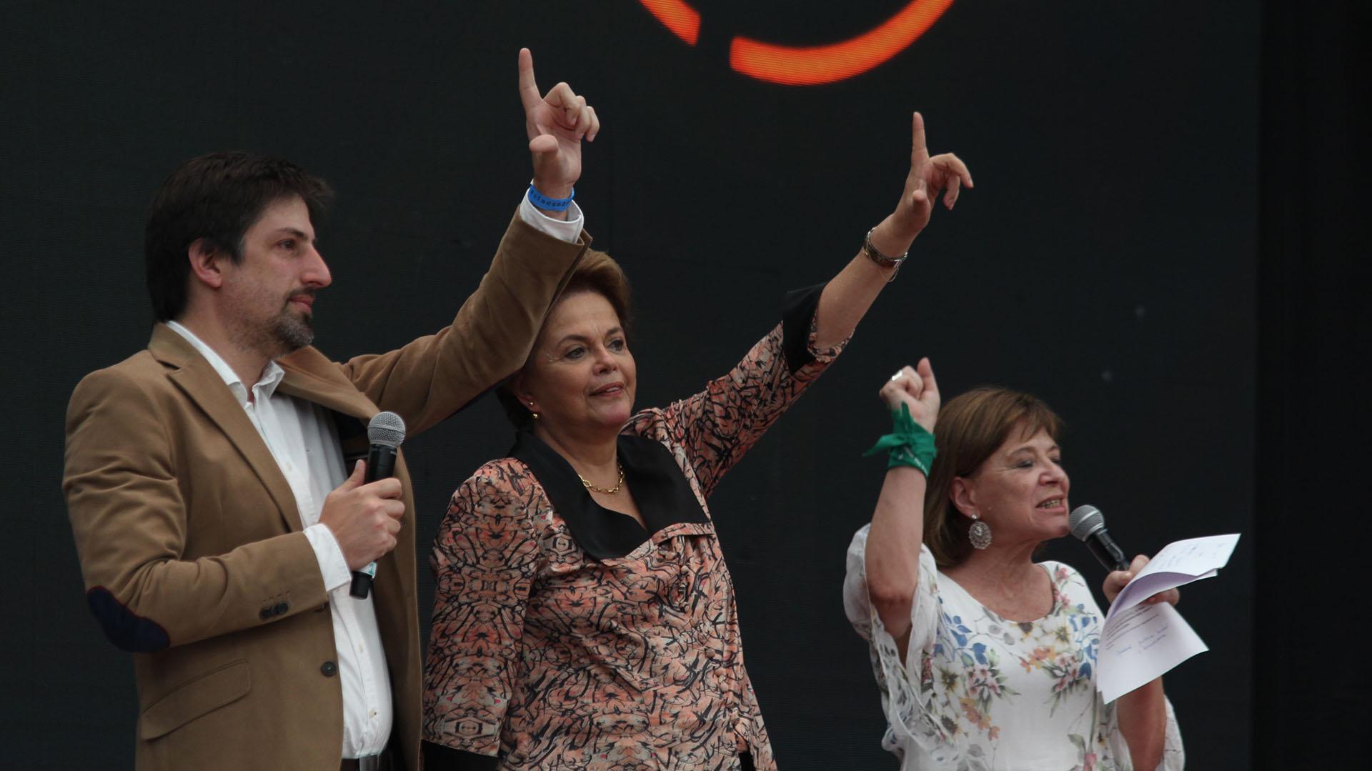 Nicolás Trotta, rector de la UMET, y la ex presidente de Brasil Dilma Rousseff