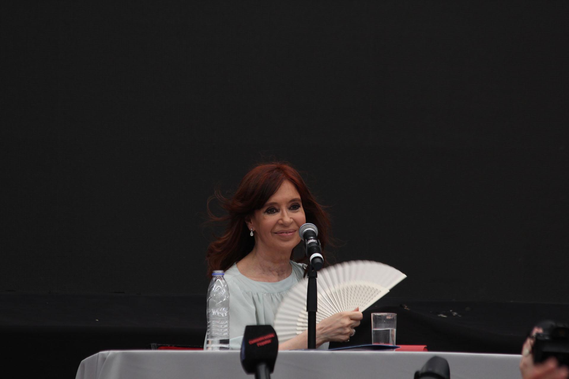 La ex mandataria en el micro estadio de Ferro (foto Matias Baglietto)