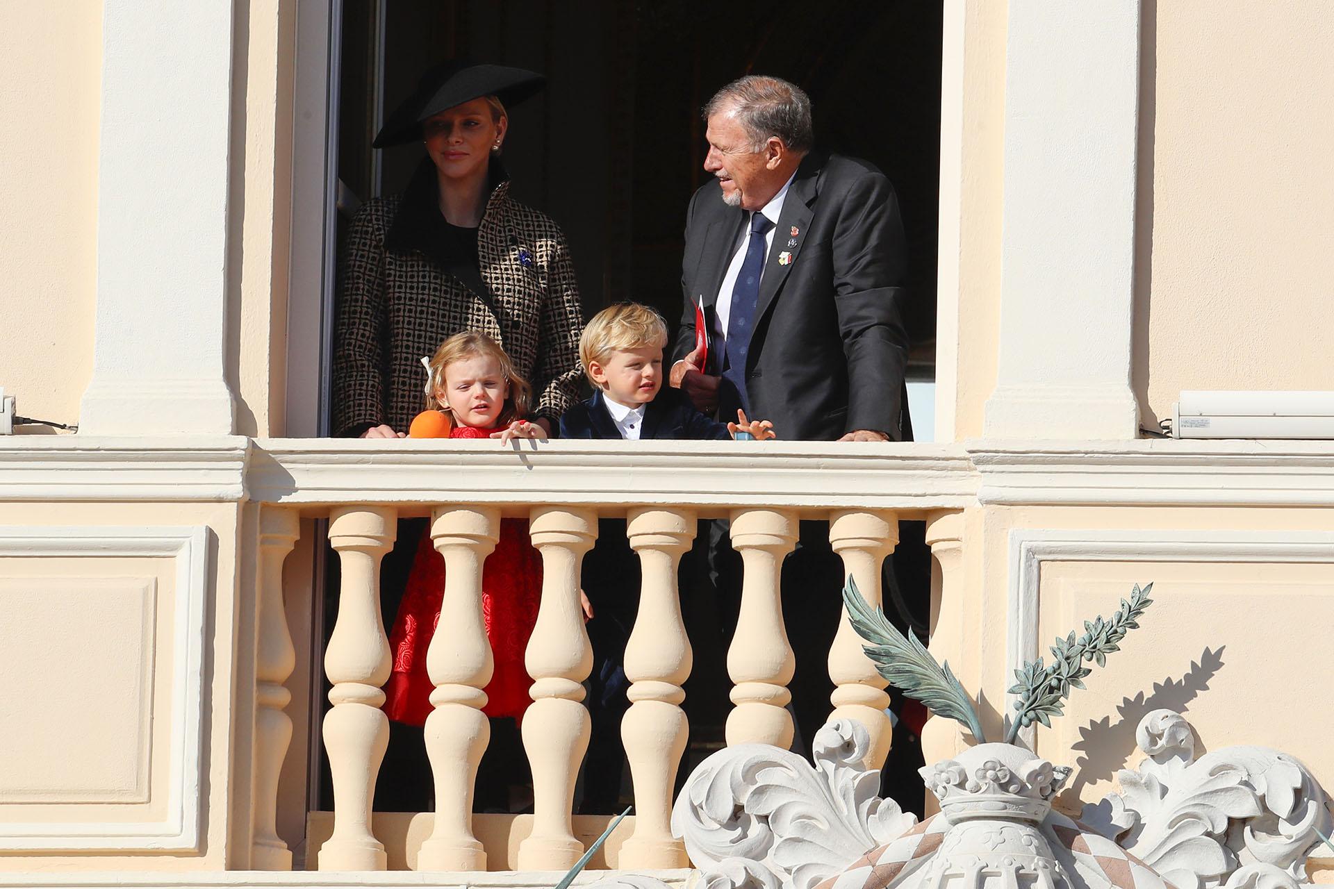 Charlene junto a sus hijos, Gabriella y Jacques, y su padre Michael Wittstock