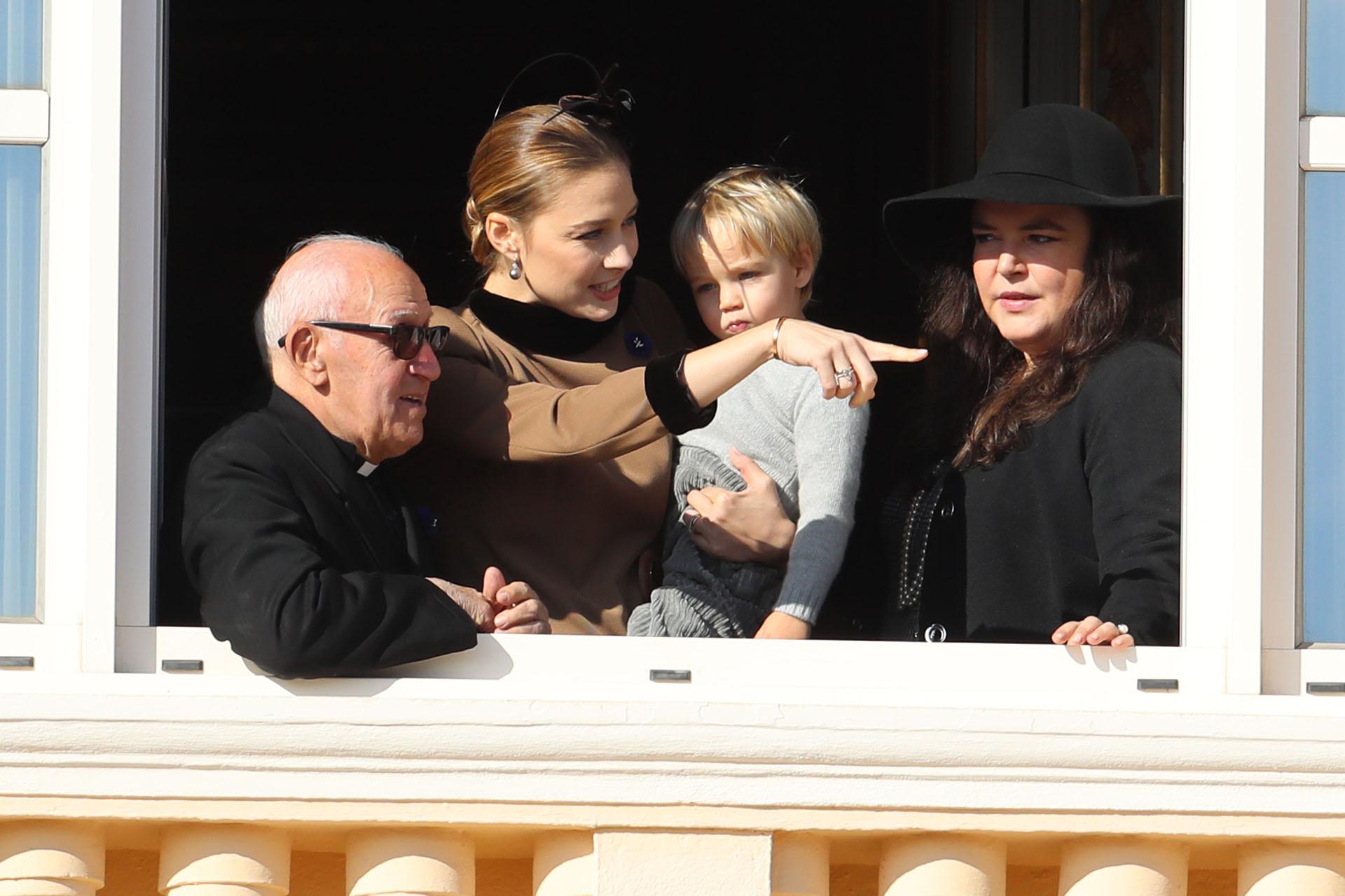 Beatrice Borromeo en el balcón del Palacio Real