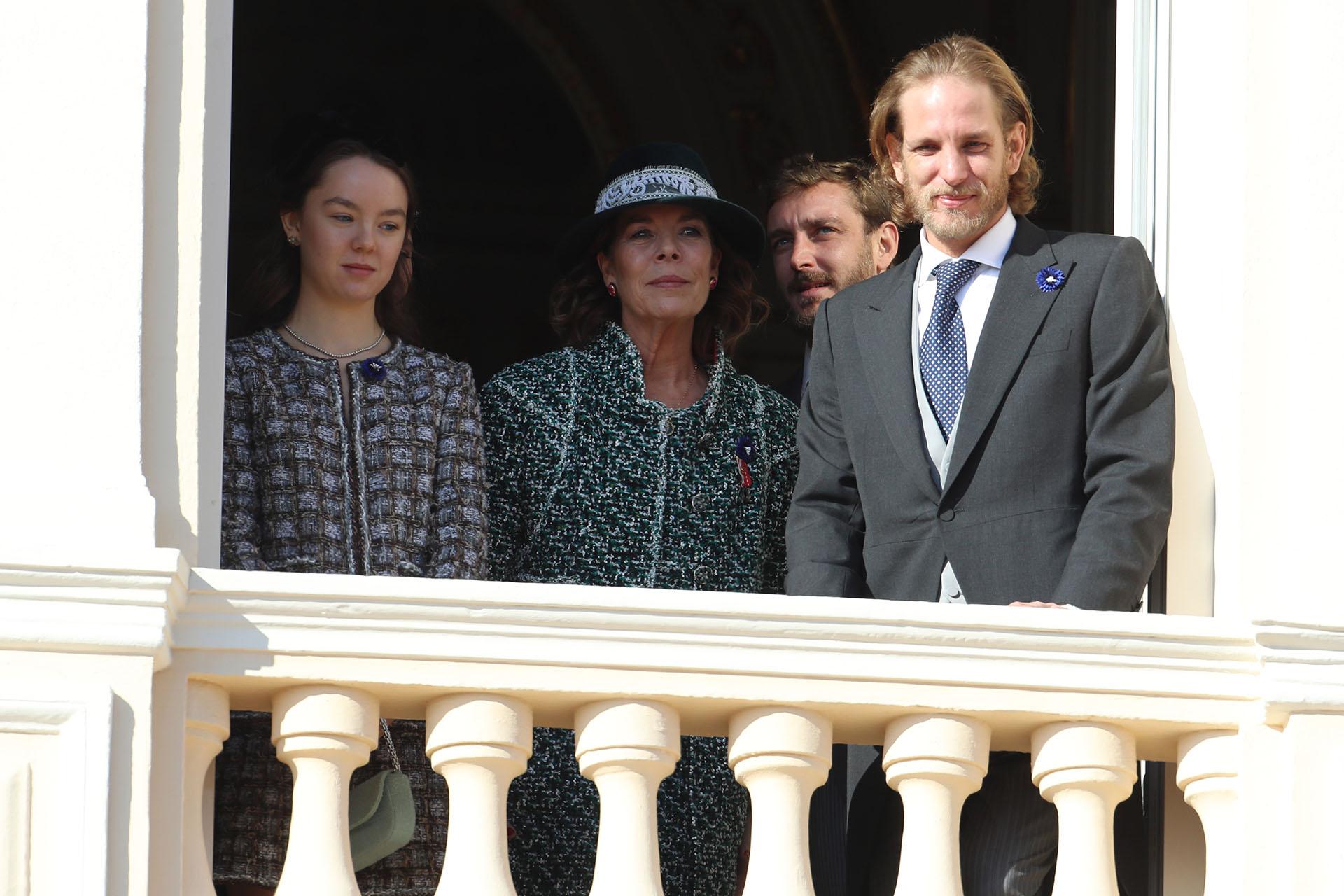 Carolina junto a sus hijos Alexandra de Hanover, Pierre y Andrea Casiraghi