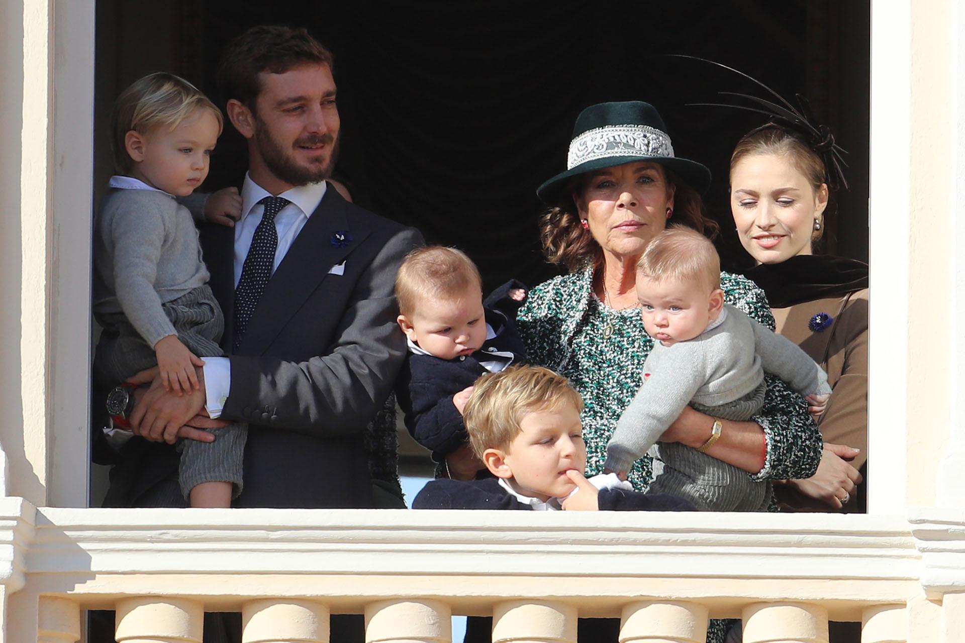 Carolina de Mónaco junto a sus nietos /// Fotos: AFP