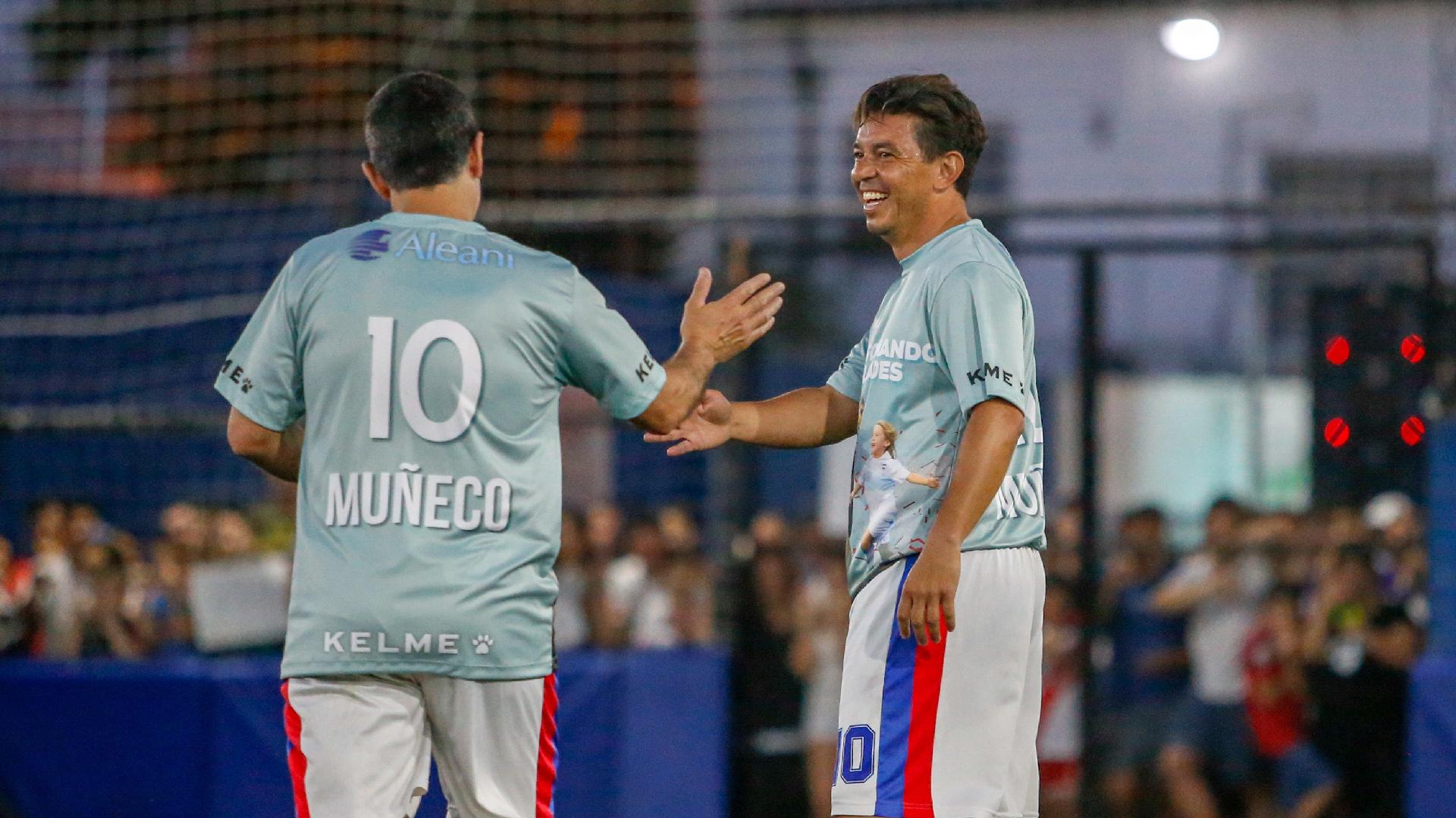 El Muñeco se mezcló en los dos equipos de 5, entre los que hubo amigos y conocidos suyos del barrio de Merlo; uno de ellos, Javier Bustos, preparador físico del cuerpo técnico de Diego Cocca y uno de los dueños de Laureles Argentinos