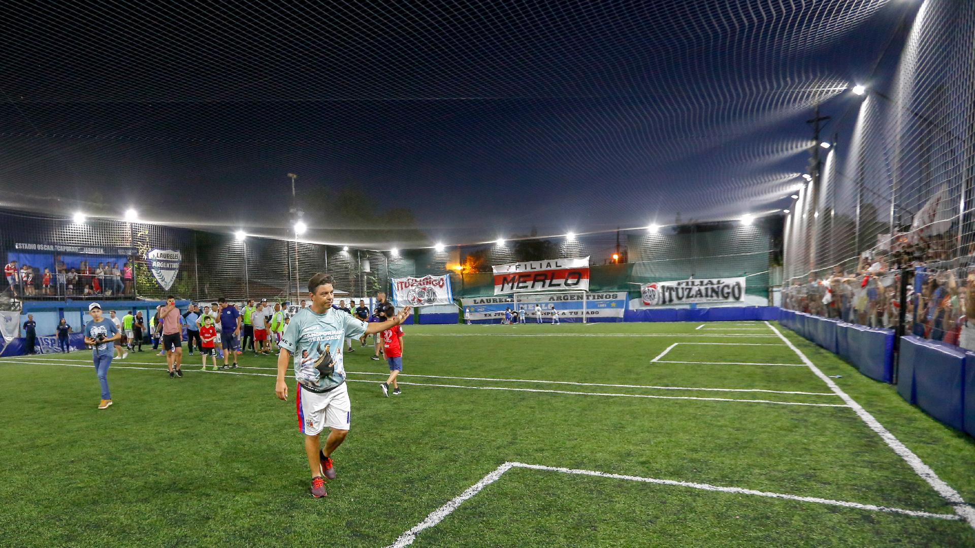 Marcelo Gallardo dijo presente en un partido a beneficio en el club Laureles de su Merlo natal, a apenas 300 metros de su casa de la infancia
