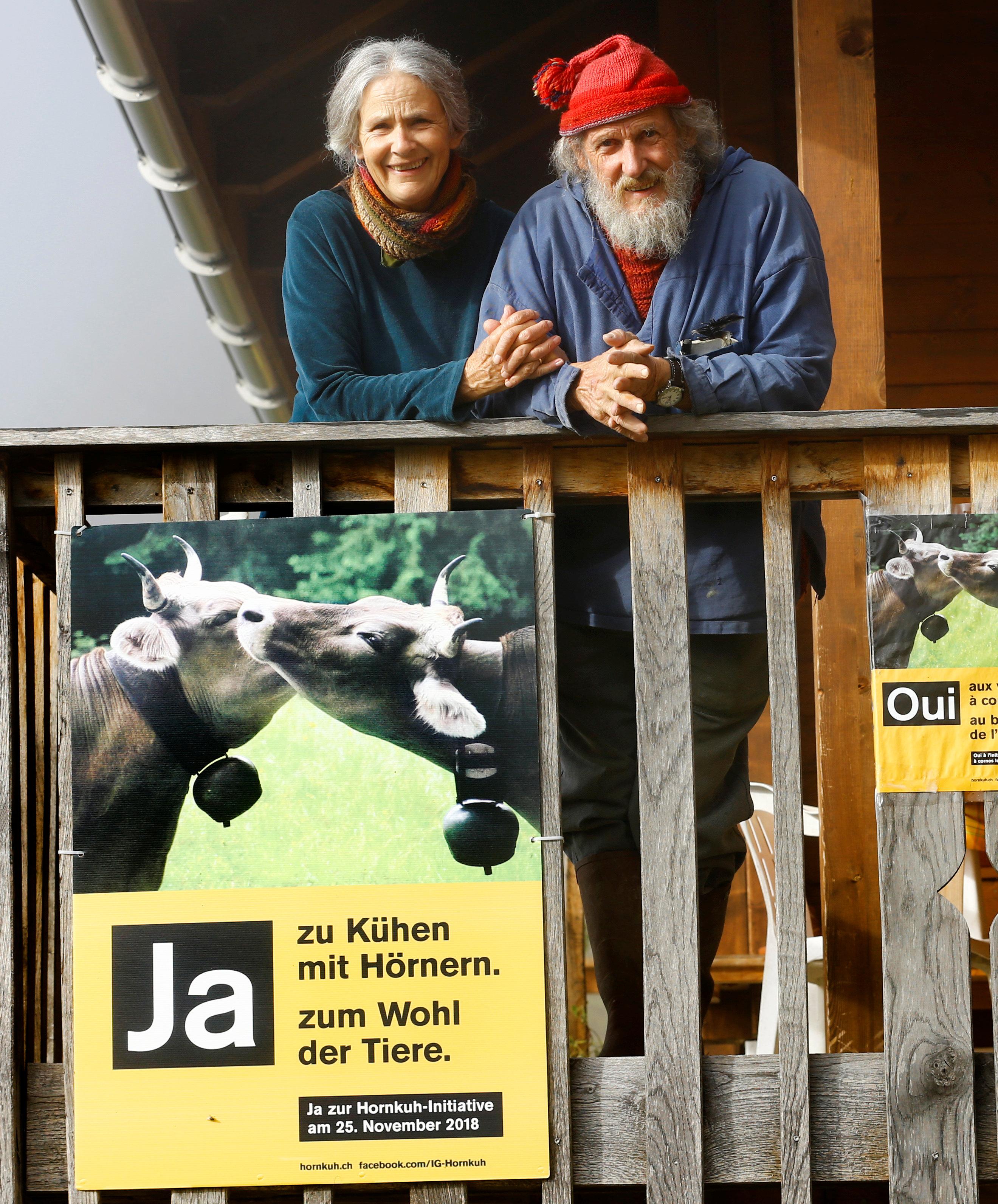 Claudia y Armin Capul. Fundadores de la inciativa (Hornkuh-Initiative) REUTERS/Denis Balibouse.