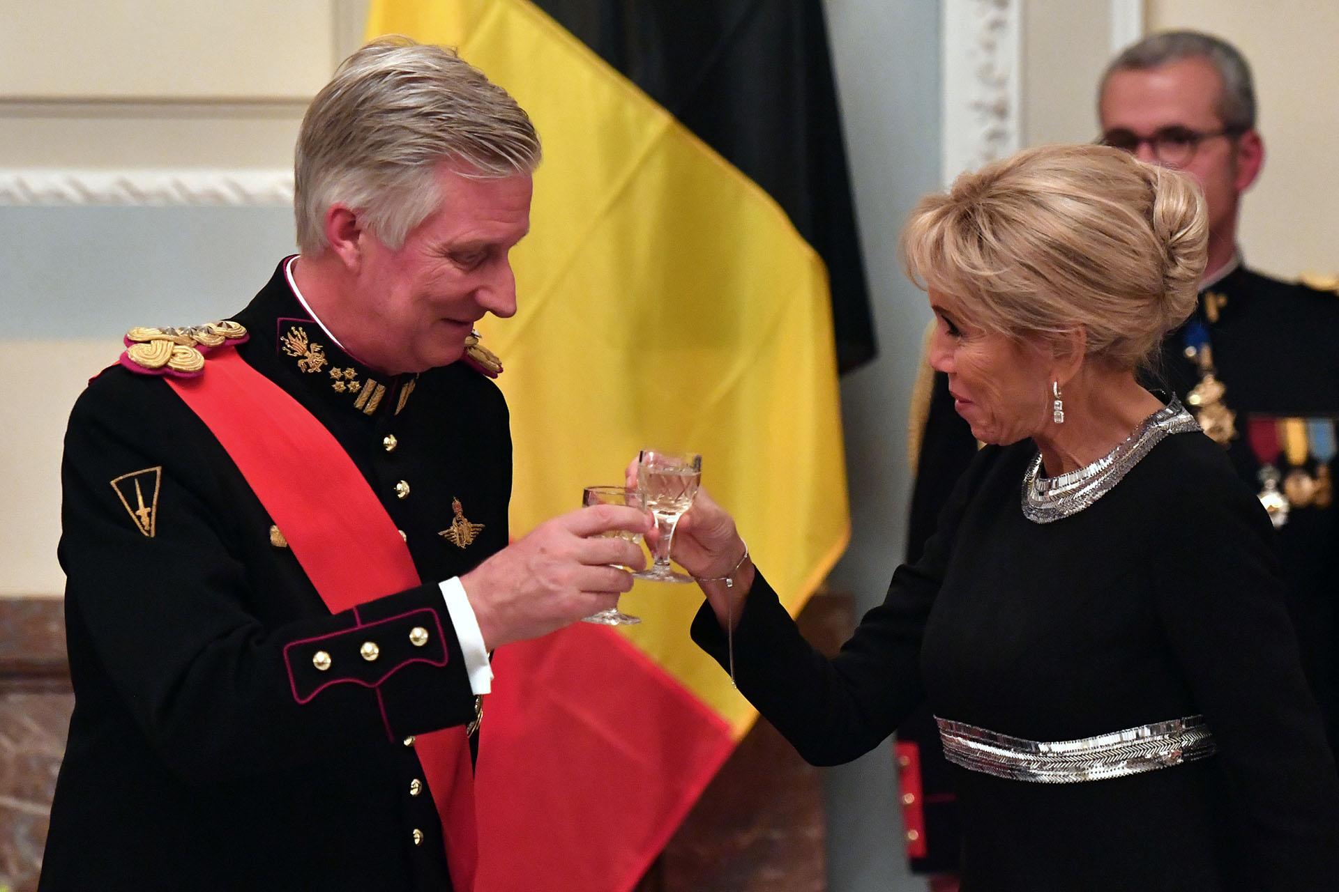 El brindis del rey Philippe de Bélgica con la Primera Dama de Francia