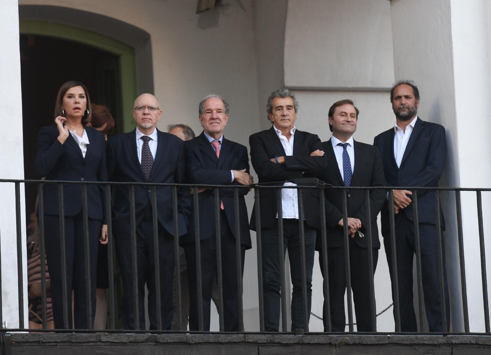 Liliana Parodi, Jorge Fernández Díaz, Héctor D'Amico, Ricardo Roa, Néstor Sclauzero y Chani Guyot, en uno de los balcones del Cabildo