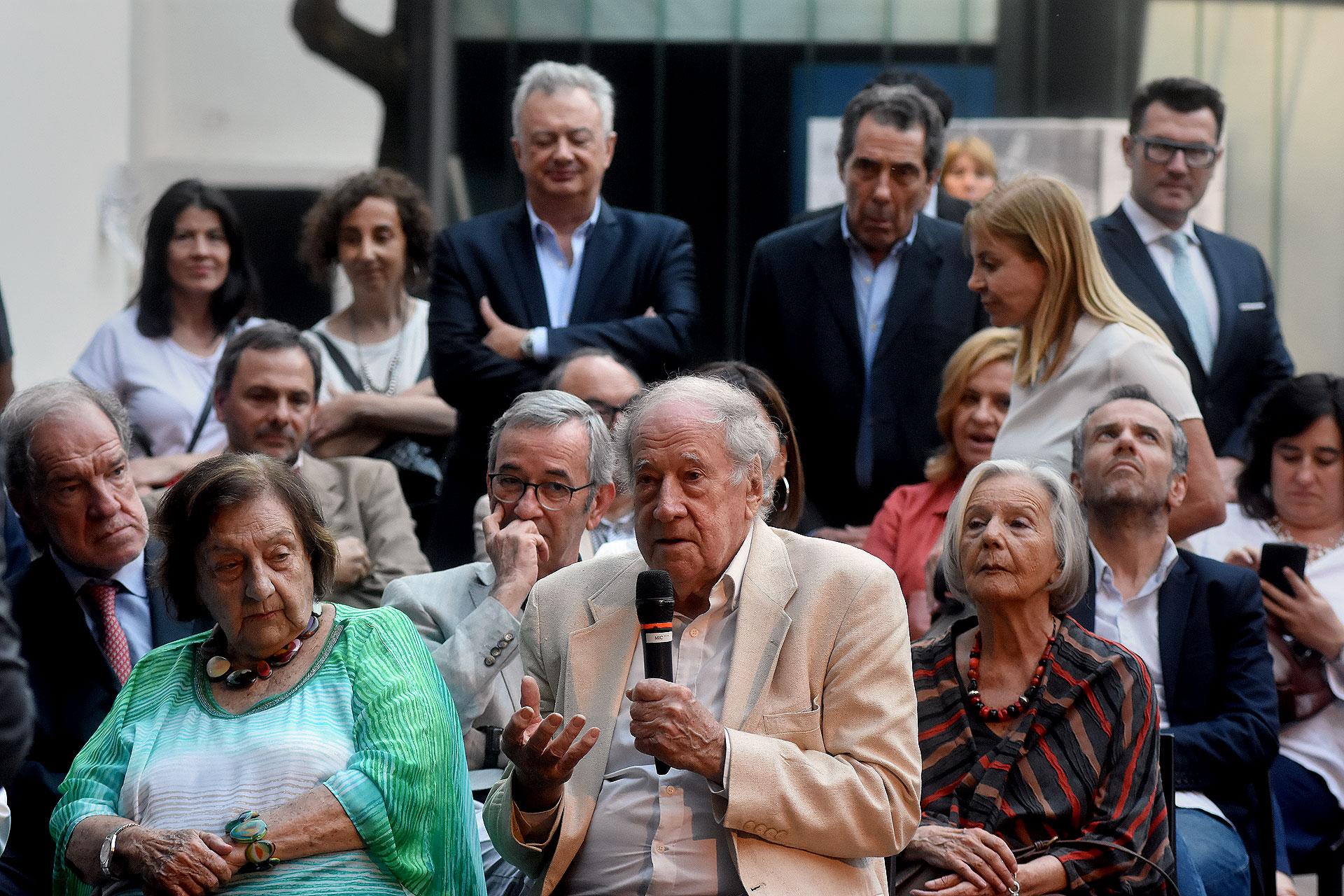 """Robert """"Bob"""" Cox, periodistabritánicoque se desempeñó como editor del Buenos Aires Herald y se destacó durante la última dictadura militar"""