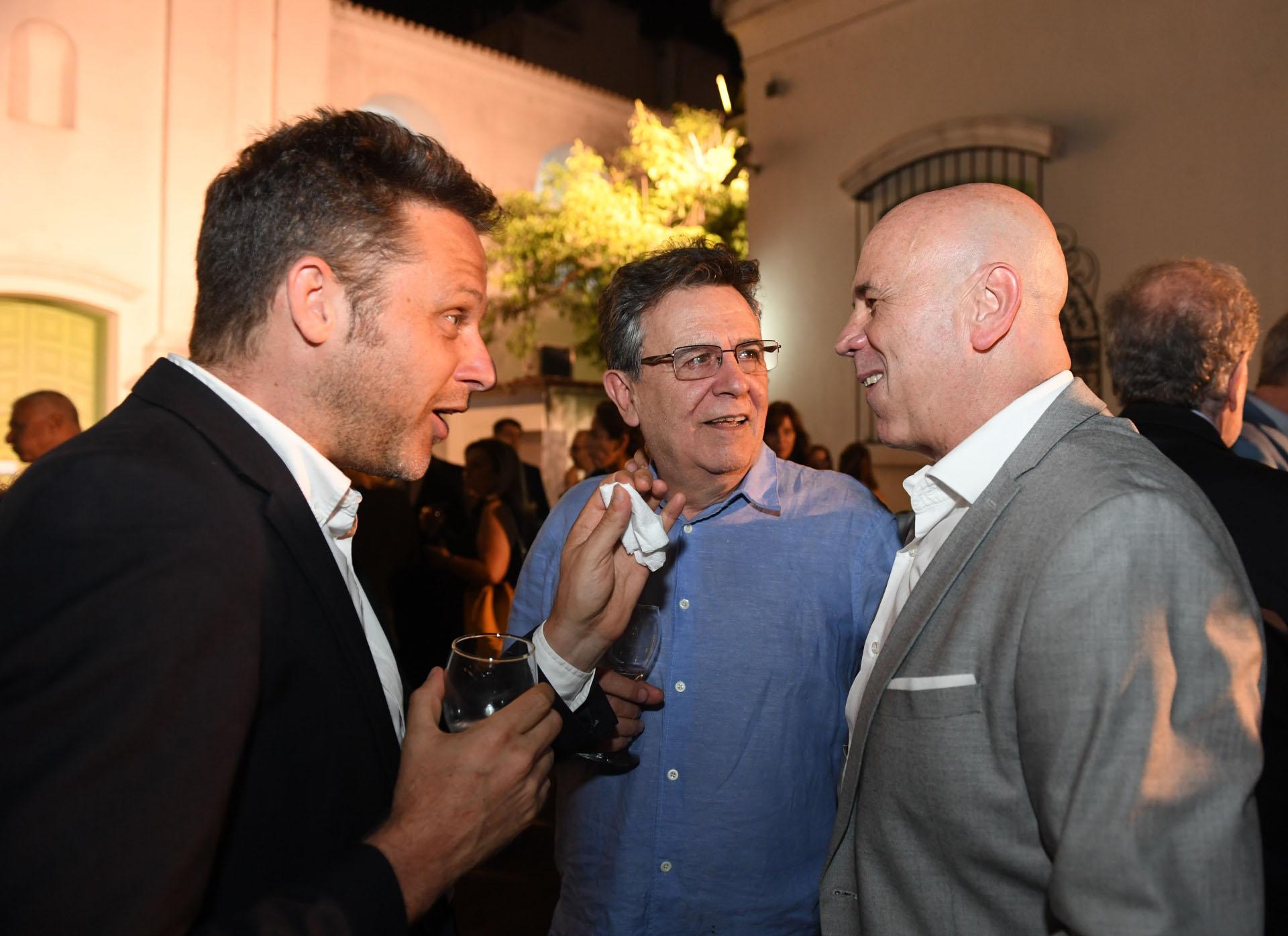 El periodista Martín Sivak, Roberto Guareschi y Jorge Telerman