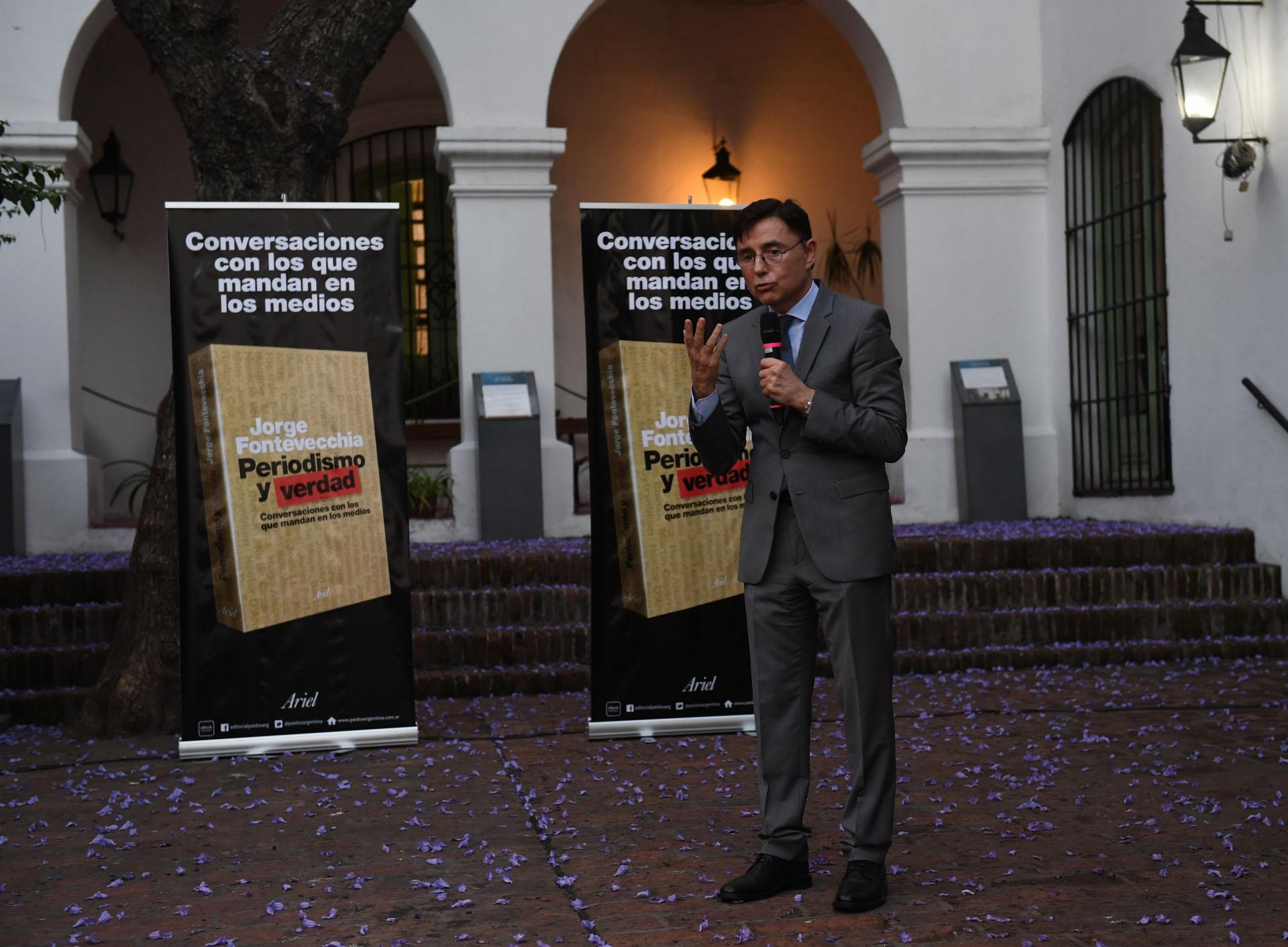 """Fontevecchia durante la presentación de su libro, """"Periodismo y verdad, conversaciones con los que mandan en los medios"""""""