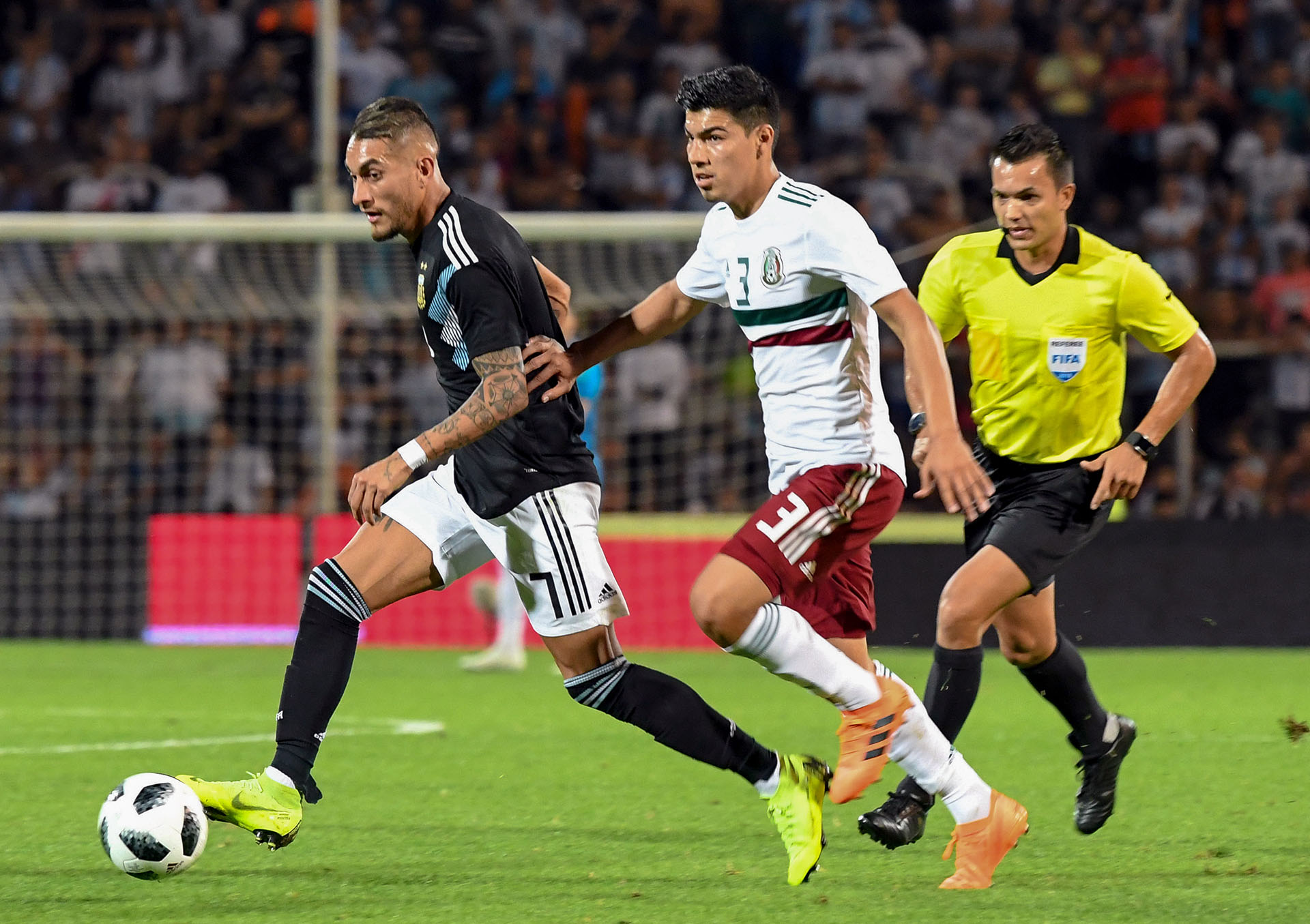 En la segunda parte, con los cambios, Argentina bajó la intensidad. Y eso generó que, tímidamente, México se acercara. y hasta asustó con un cabezazo de Gallardo que tapó el debutante Gazzaniga, portero del Tottenham (volvió a responder bien a los 39′ ante un remate de Guzmán (Telam)