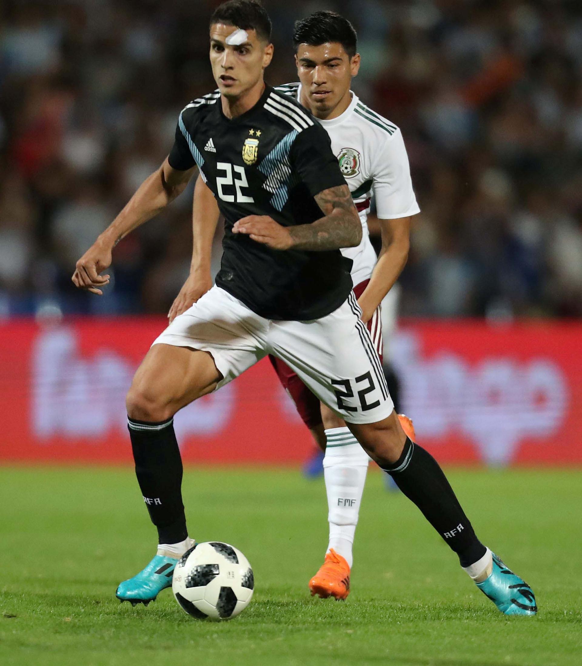 En ese contexto, ante un México sin sus grandes figuras (como Andrés Guardado y Chuky Lozano), empecinado en el toque lateral, abúlico y sin sorpresa, Argentina dejó una mejor imagen en la primera etapa y casi no sufrió (REUTERS)