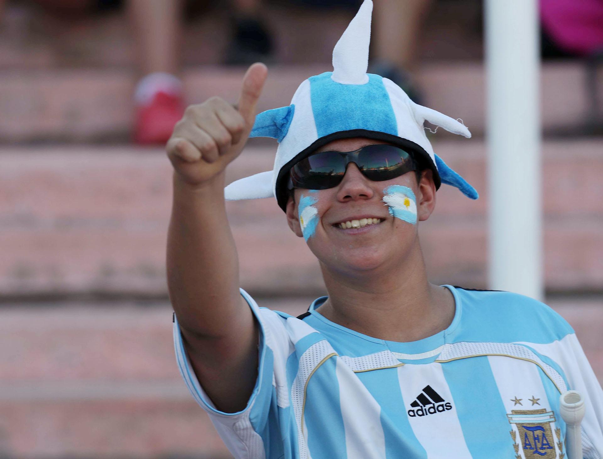 El estadio Islas Malvinas de Mendoza vivió una verdadera fiesta y los hinchas aprovecharon la ocasión para ver a las grandes figuras de la renovada selección (REUTERS)