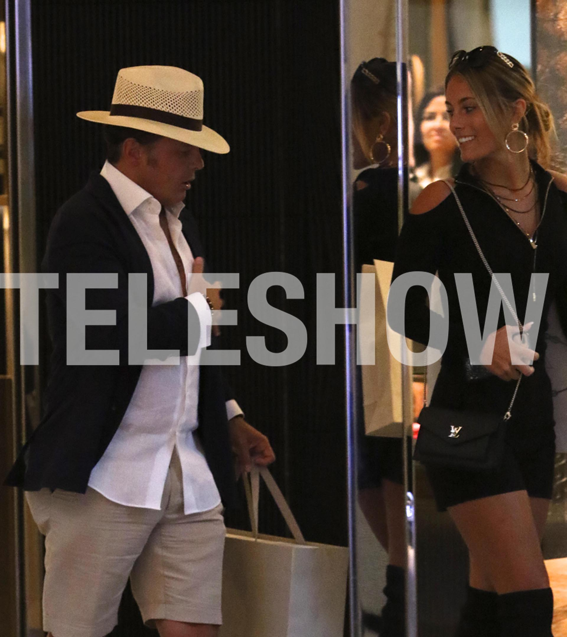 Luis Miguel y Mollie Gould en un exclusivo paseo de compras de Miami (Crédito: Grosby Group)