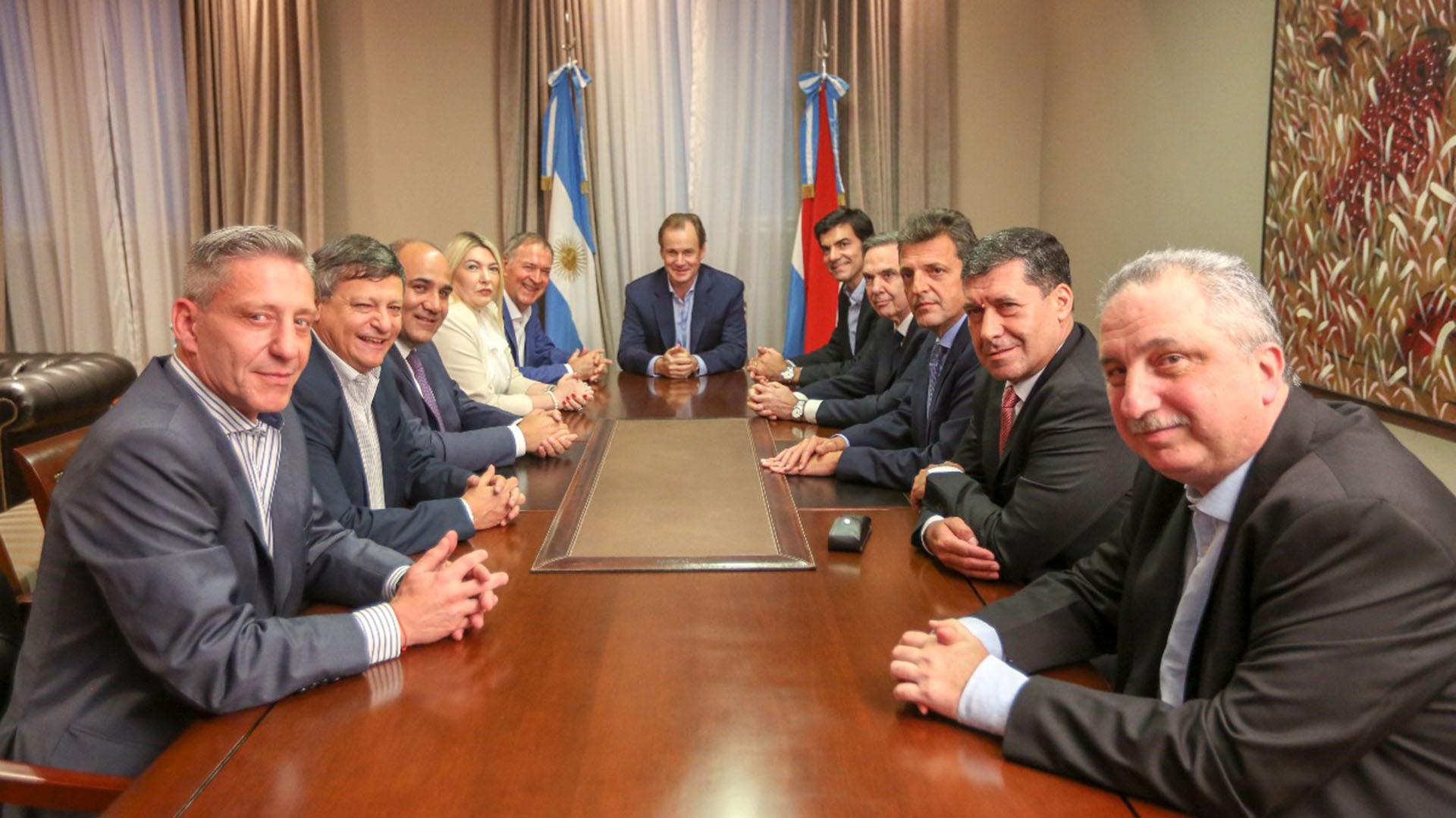 Sergio Massa, Miguel Pichetto y los gobernadores que se sumaron a Alternativa Federal