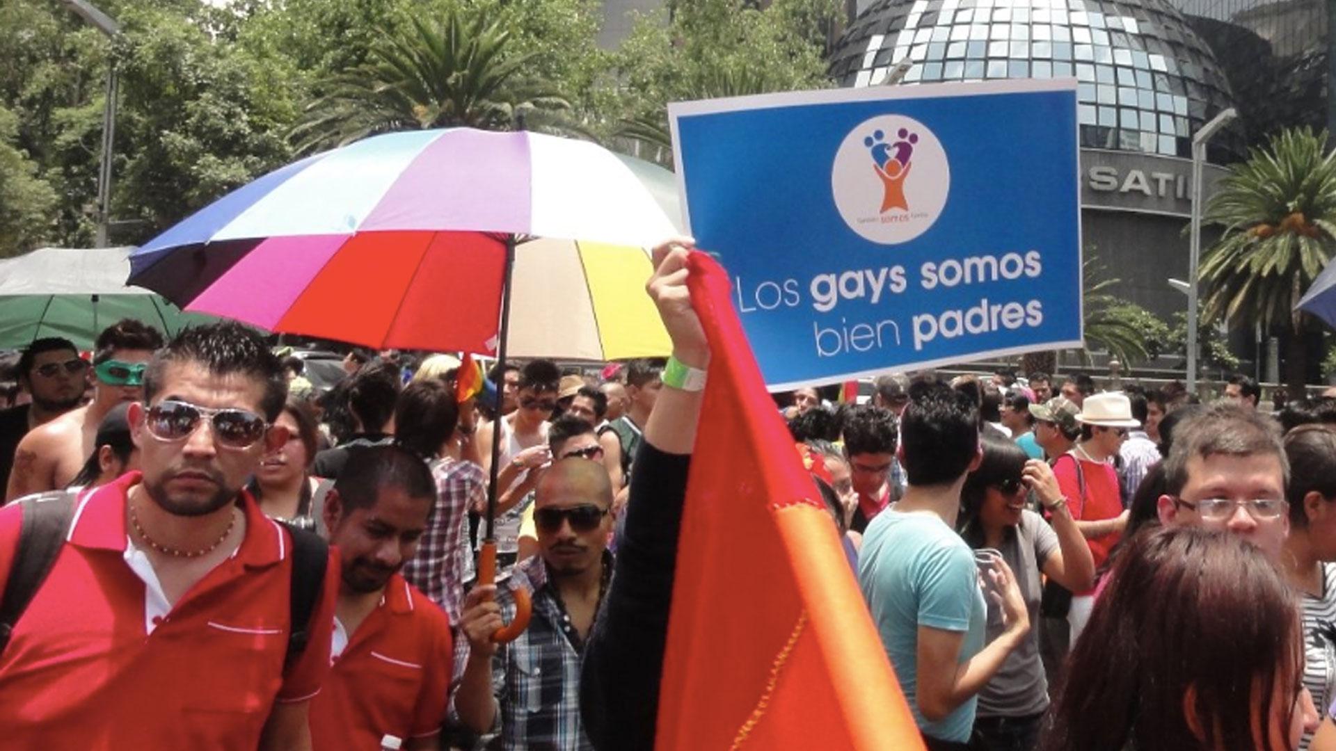 La Corte en México reconoció el derecho de parejas gay de ser padres con ayuda de reproducción asistida (Foto: Twitter pachukman)