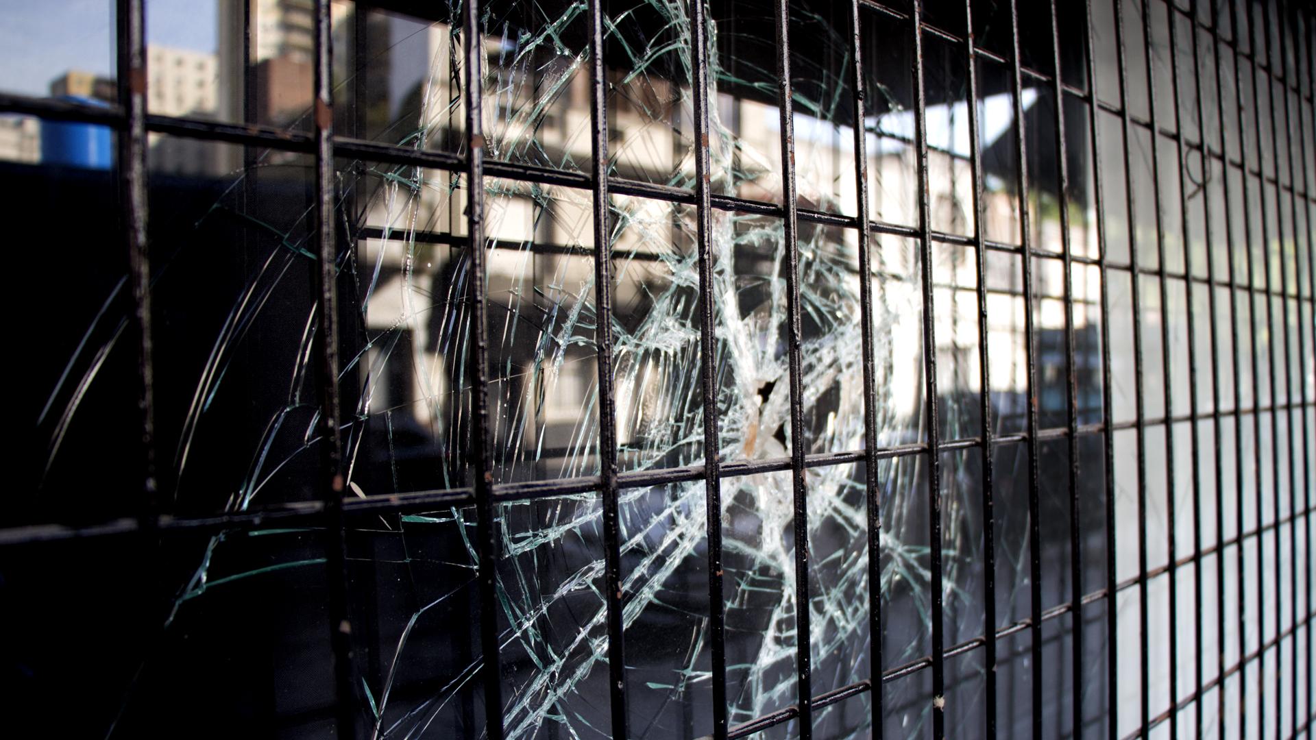 Los destrozos causados por la barra de All Boys (foto Thomas Khazki)