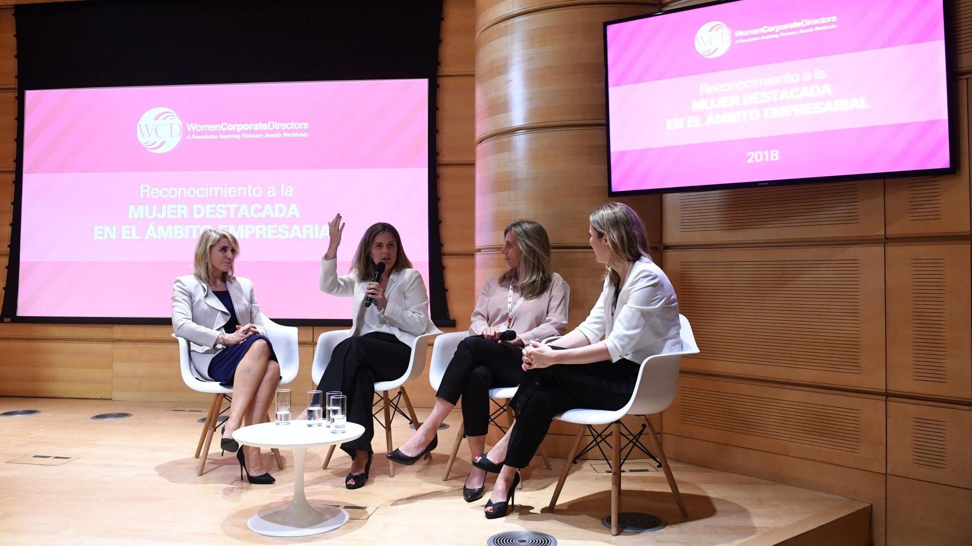 """Franza, Altgelt, Renaudo y Anabel Perrone, directora de Fundación YPF, participaron del panel """"Las CEOs en primera persona"""" (Maximiliano Luna)"""