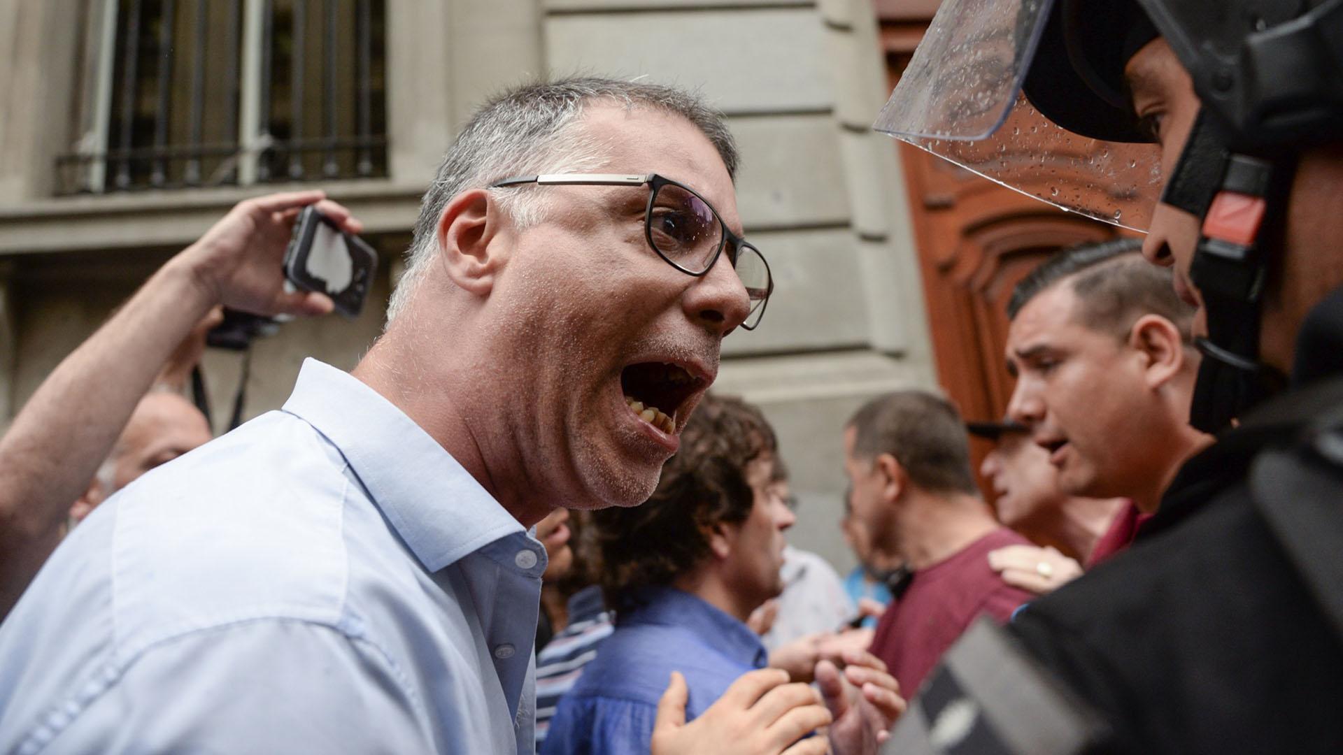 """También se pudo observar en las primeras filas a los sindicalistas Eduardo López (UTE Ctera) y Francisco """"Tito"""" Nenna"""