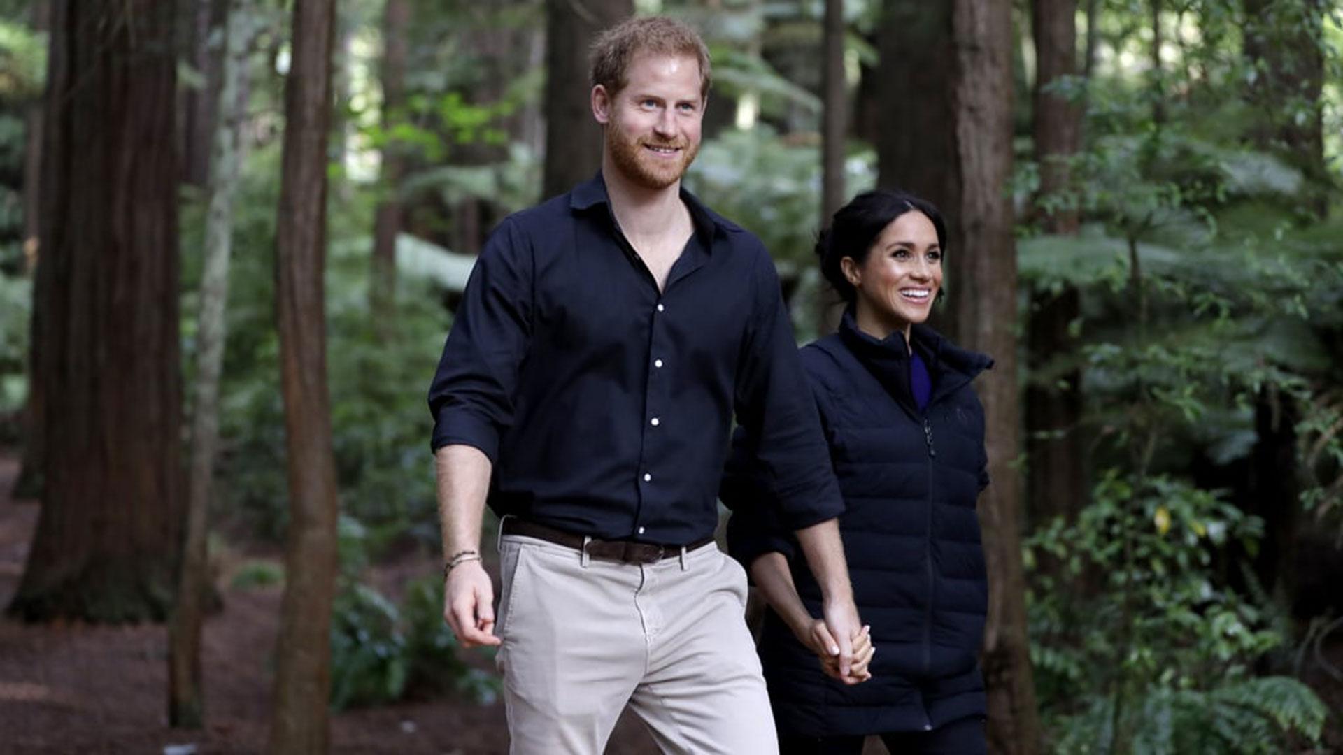 El príncipe Harry y Meghan Markle serán padres a fin de mes o principios de mayo (AP)
