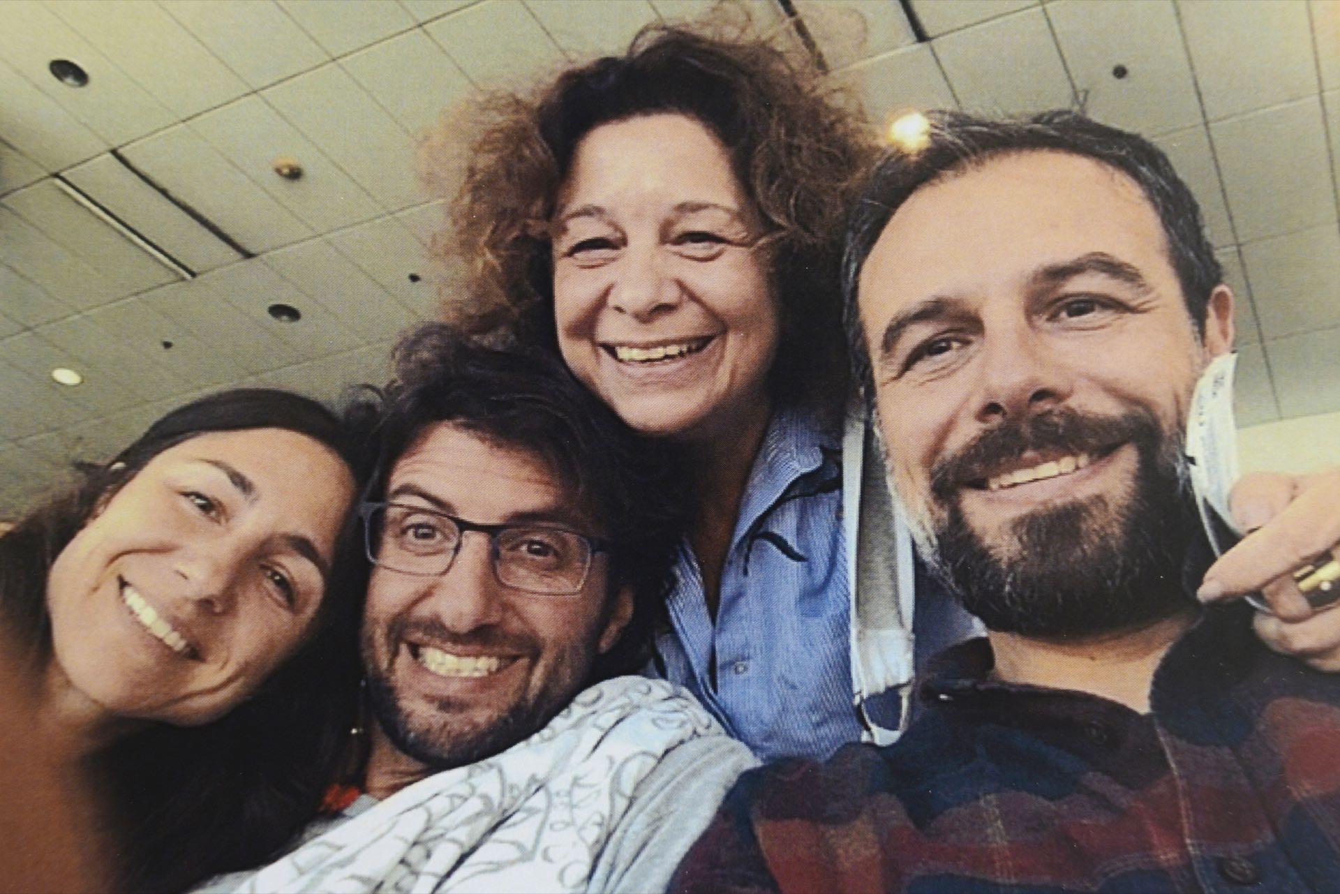 Mirta y sus tres hijos: Anelí (37), Ariel (44) y Fernando (45).