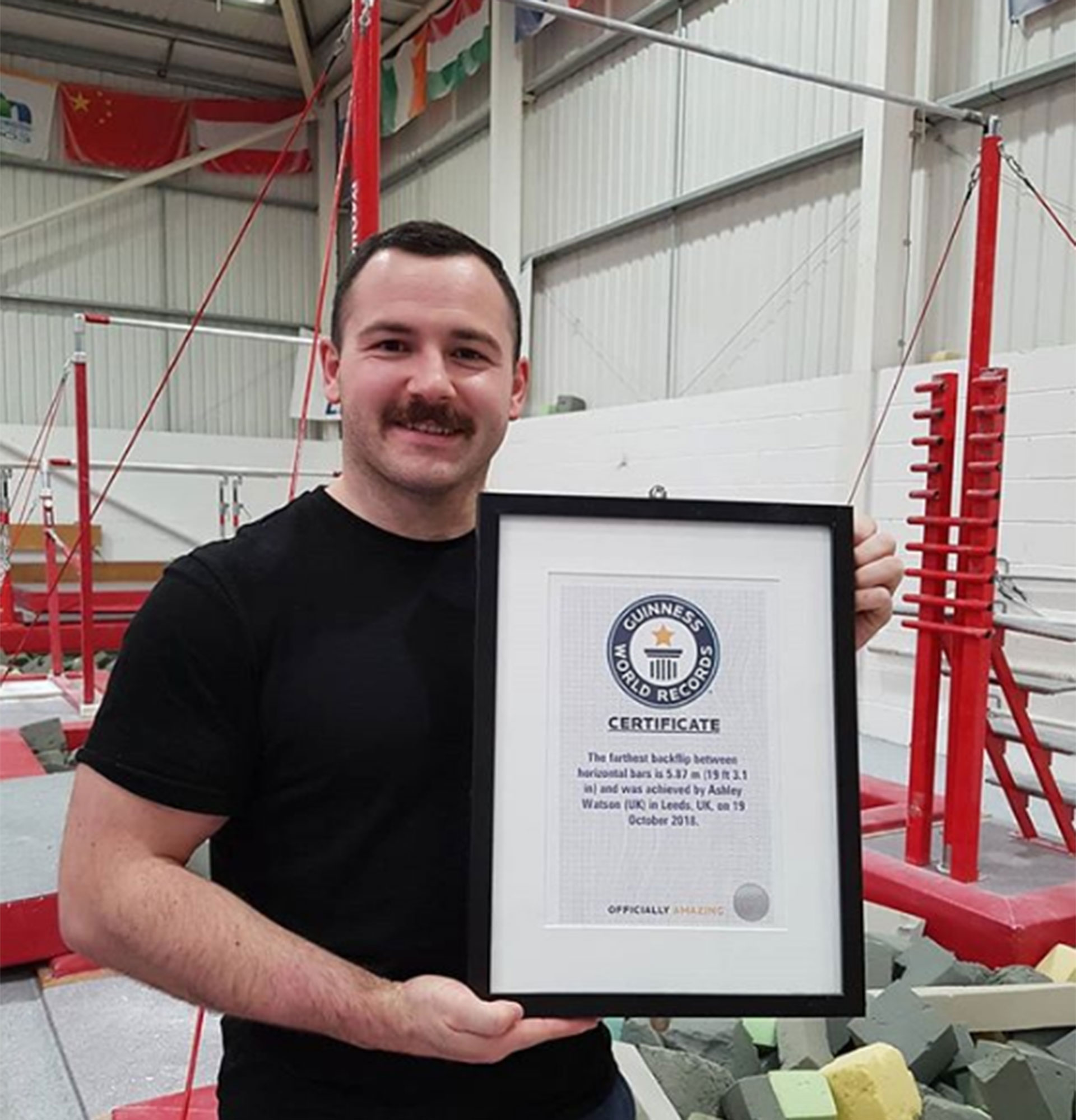 Un gimnasta alcanza un record guinnes SF (3)