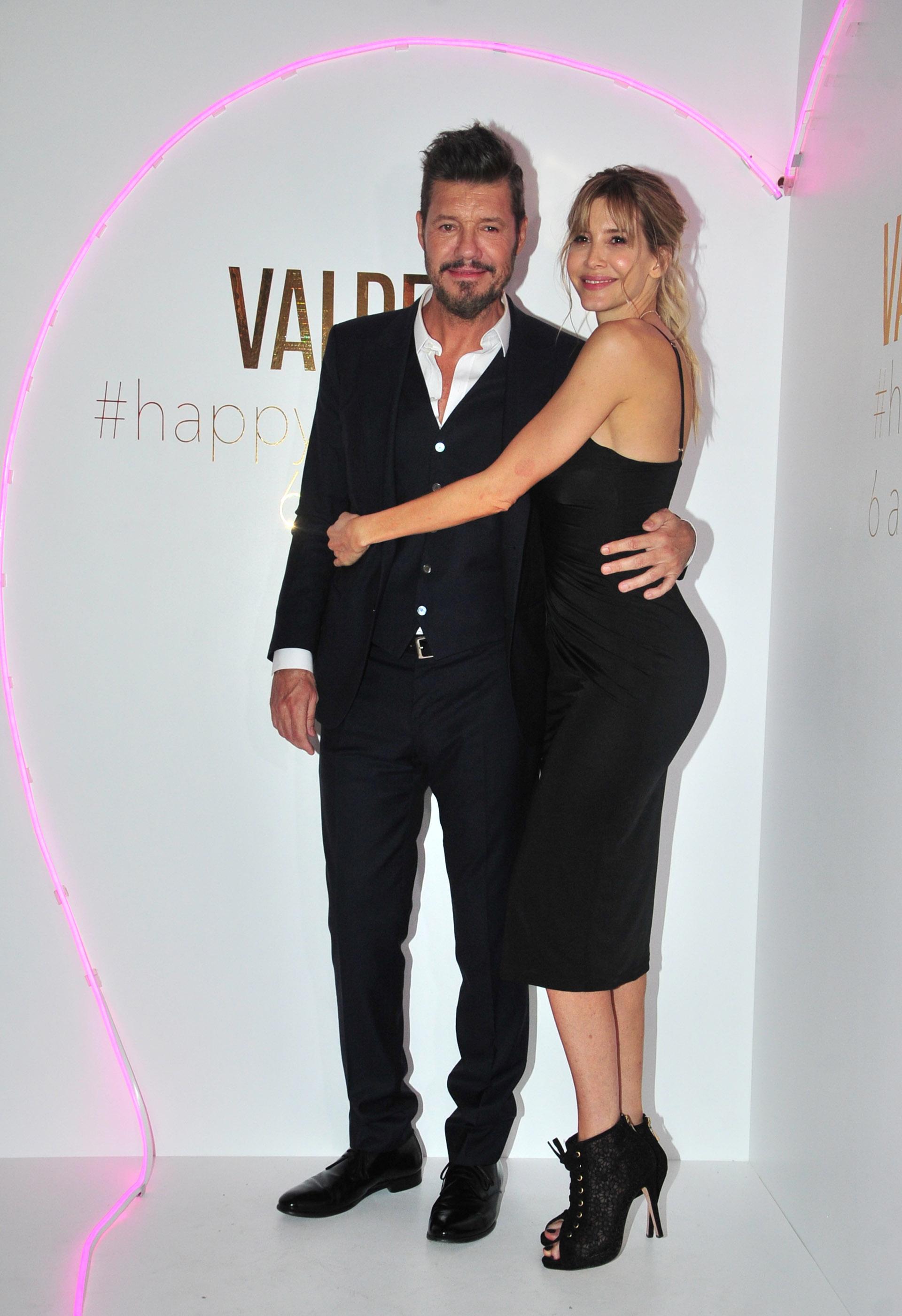 Guillermina Valdes y Marcelo Tinelli, abrazados en la celebración del sexto aniversario de la marca de zapatos Valdez (Teleshow)