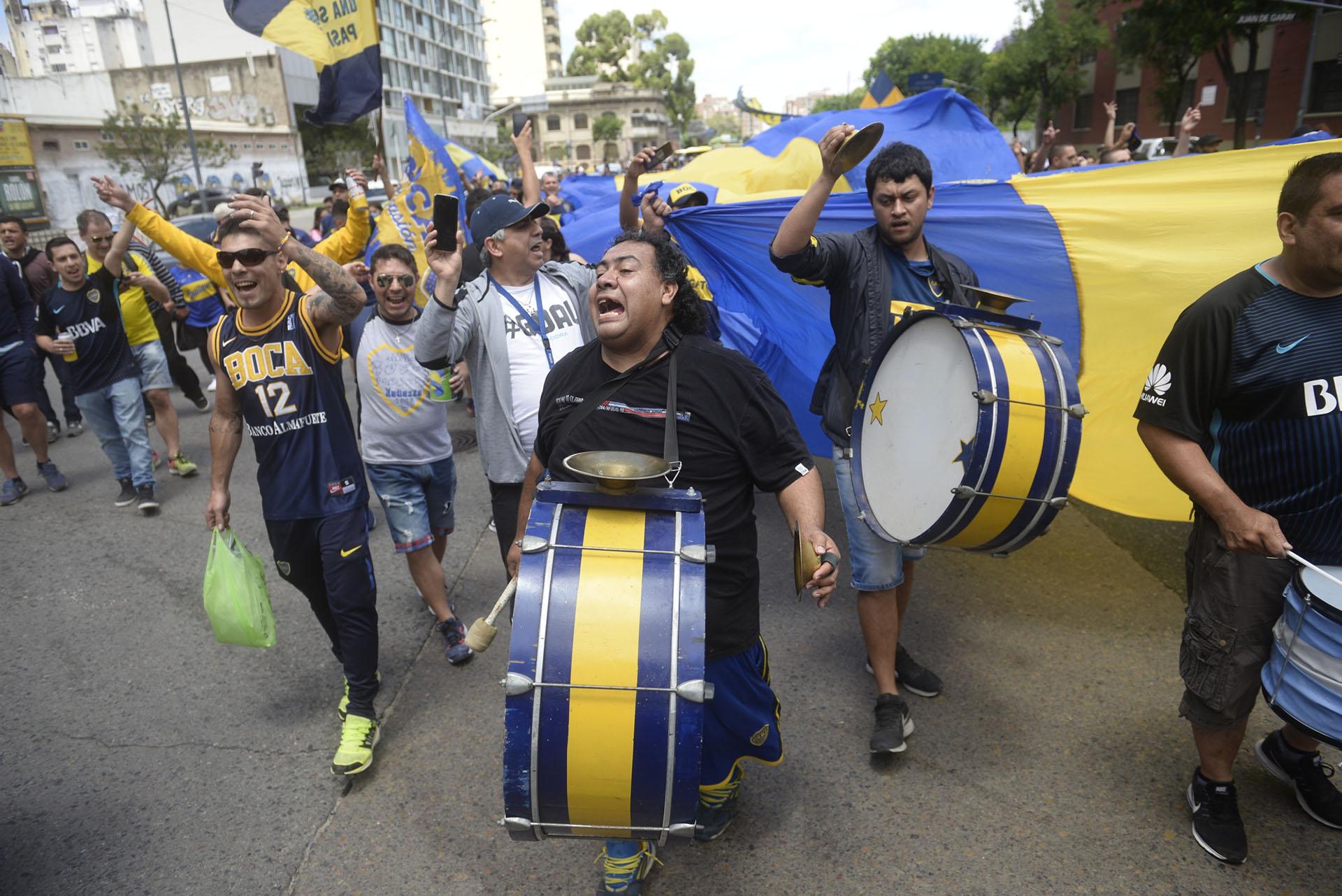 Las canciones y los gritos van en un solo sentido: ganar cueste lo que cueste esta tarde en Núñez para alzarse con la séptima Copa Libertadores de la historia del club
