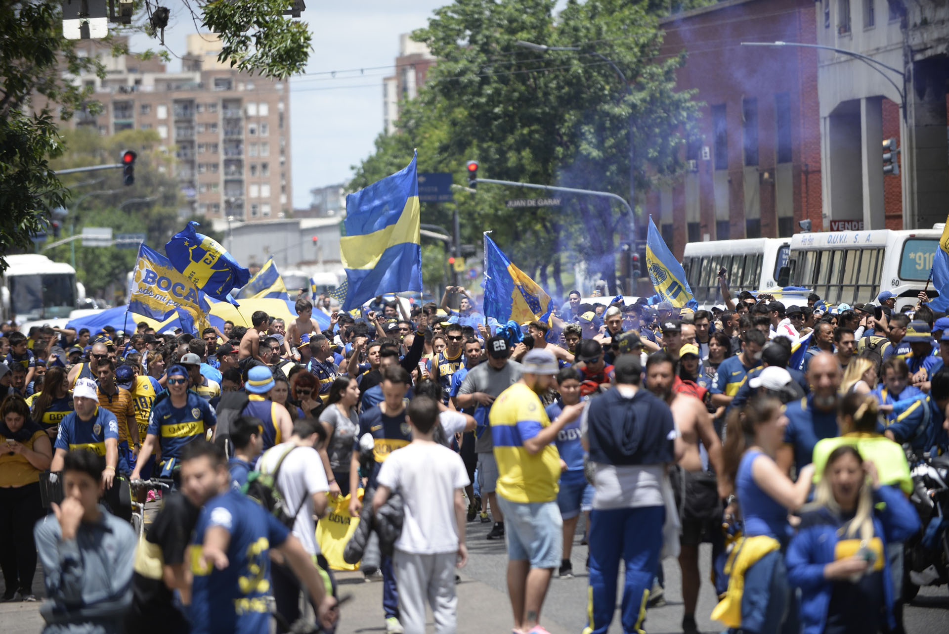 Los fanáticos fueron al lugar elegido por Boca para realizar la concentración previa al partido histórico ante el clásico rival