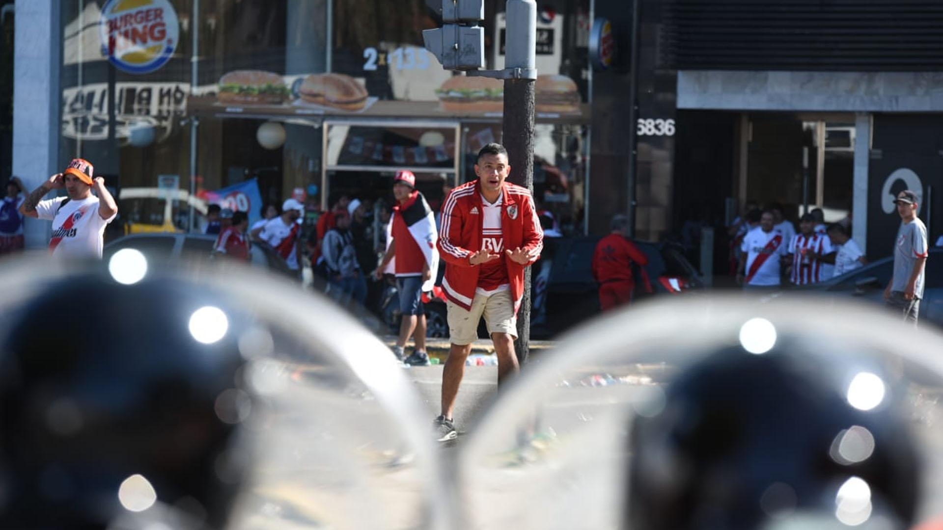 """En total, se rompieron cuatro vidrios del micro del plantel """"Xeneize"""" (Manuel Cortina)"""