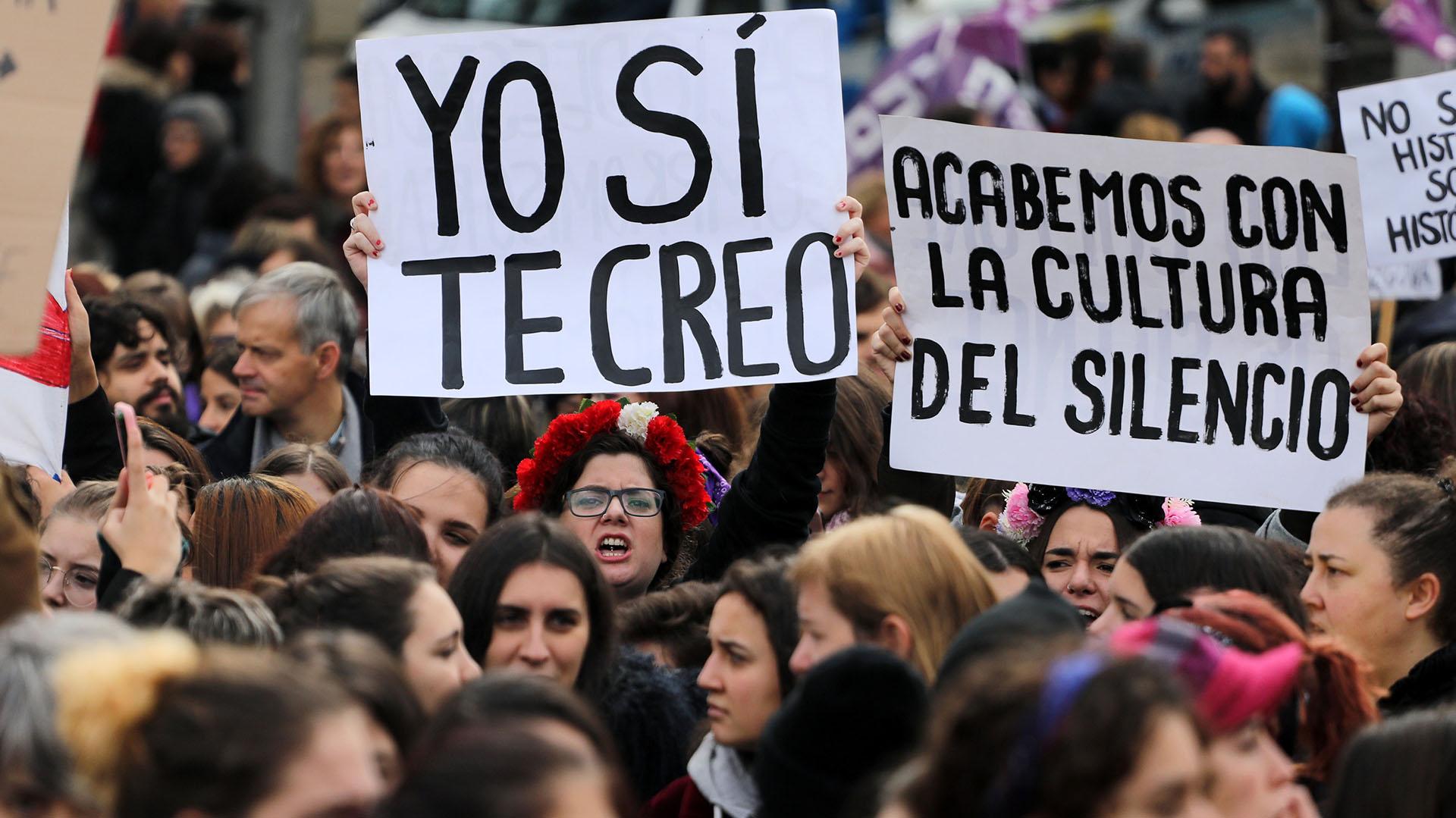 En Madrid, carteles buscaron dar fuerza a las mujeres que denuncian los abusos