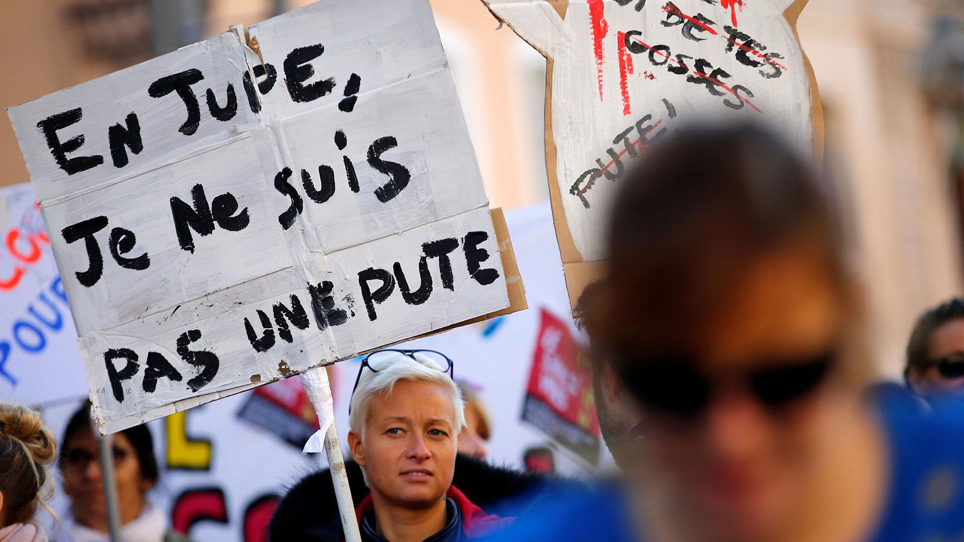 """""""En falda, no soy una prostituta"""", afirma una mujer en Marsella"""