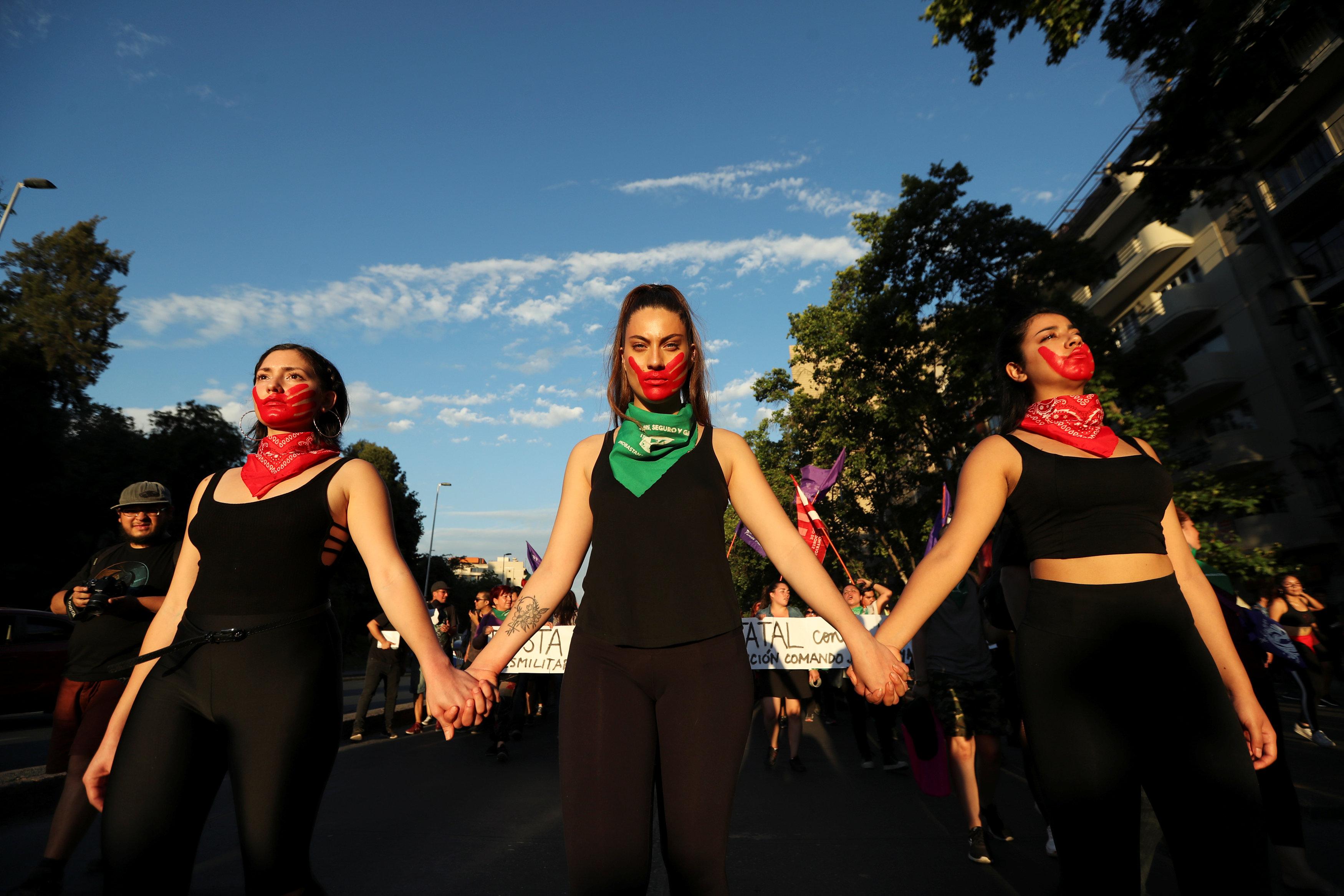 Días atrás, las mujeres chilenas también organizaron una protesta