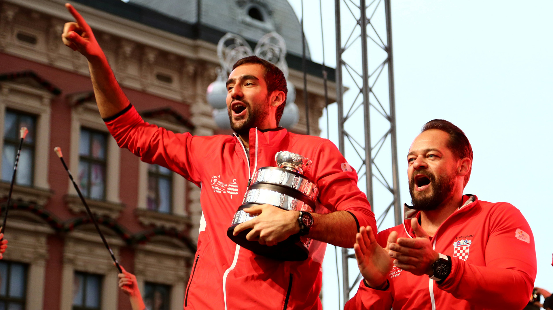 Francia había ganado el doble este sábado, gracias a Nicolas Mahut y Pierre-Hugues Herbert, que derrotaron a los croatas Mate Pavic e Ivan Dodig y forzaron el cuarto duelo