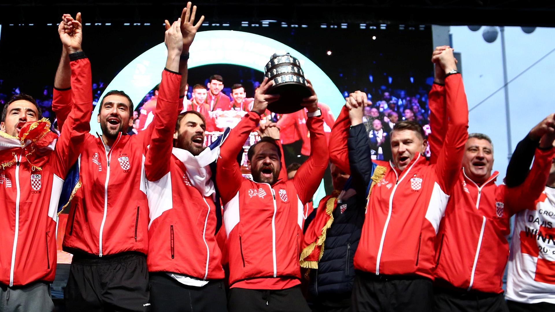 El equipo de tenis croata celebra la obtención de la Copa Davis en Zagreb el 26 de noviembre