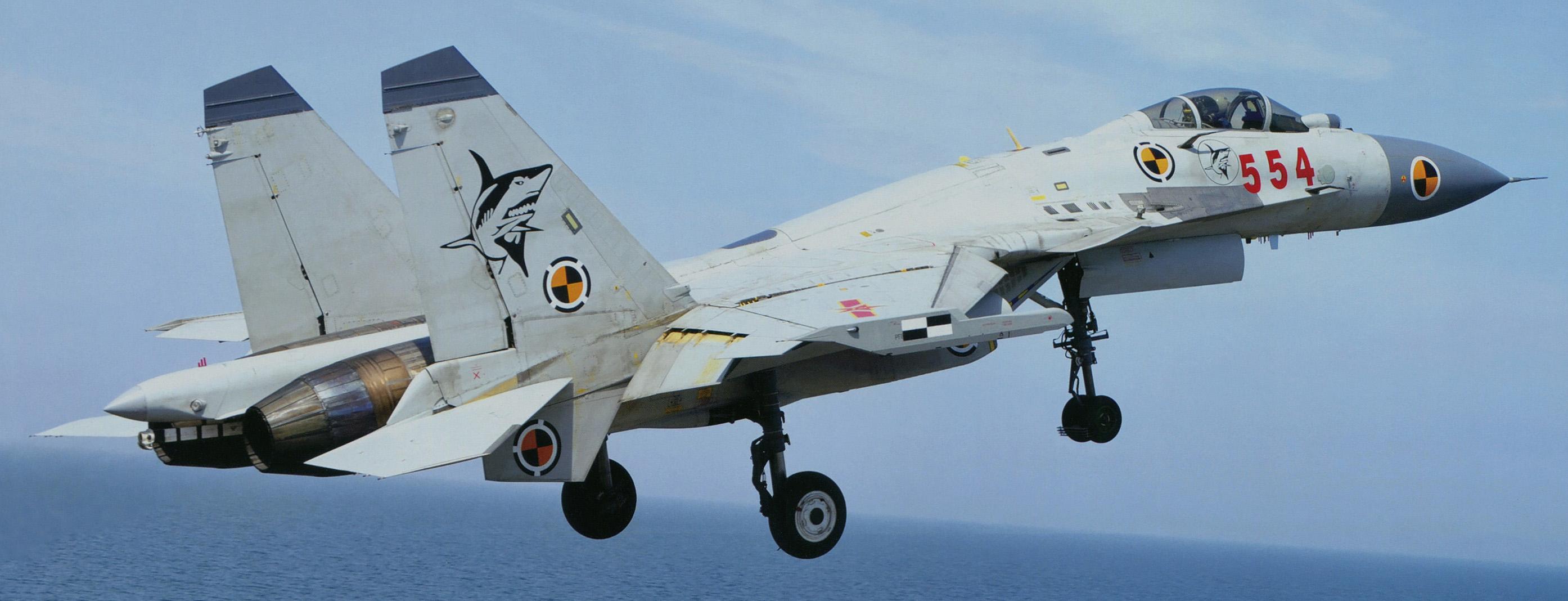 El problemático caza embarcado Shenyang J-15 (Wikipedia/Garudtejas7)