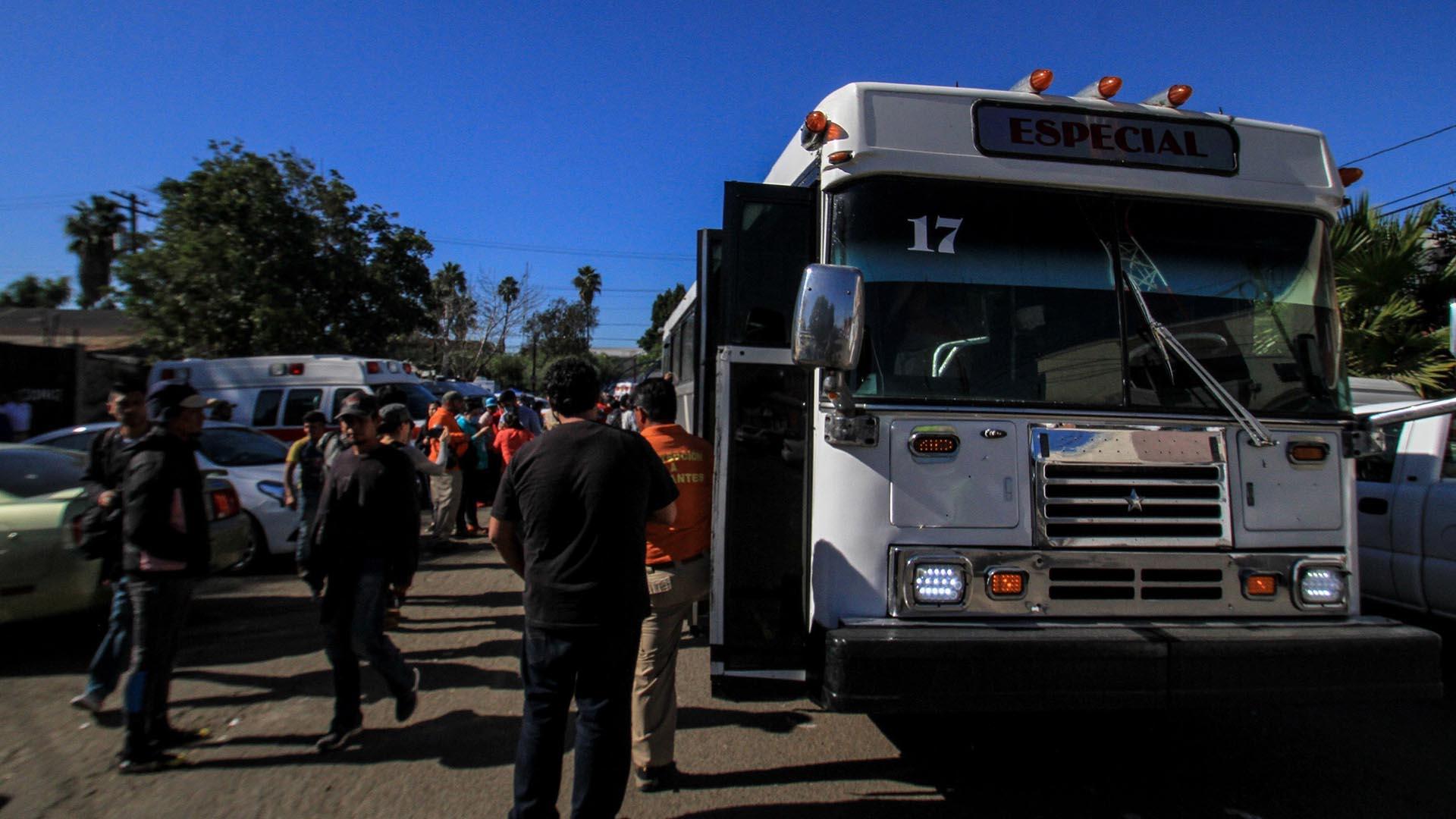 El gobierno mexicano ha dispuestos camiones para trasladar a migrantes a la frontera con Guatemala si vuelven a sus países. (Foto: EFE)