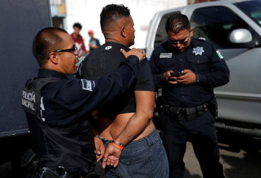 La Policía Federal ha detenido a migrantes que alteran el orden, según la autoridad. (Foto: Reuters)