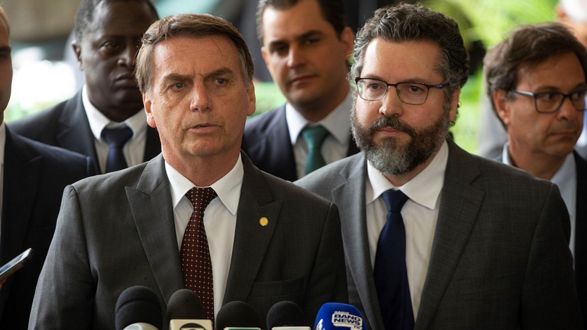 Jair Bolsonaro y su futuro canciller, Ernesto Araújo (EFE)