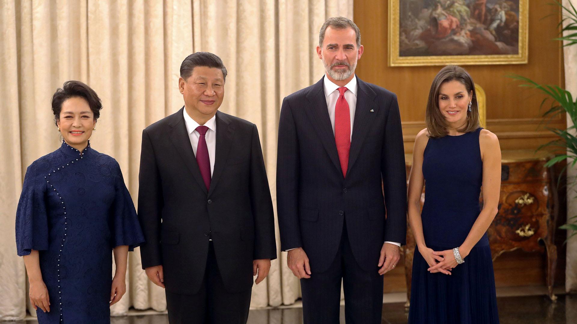 Los reyes Felipe y Letizia de España recibieron al presidente de China, Xi Jiping, y su mujer Peng Liyuan
