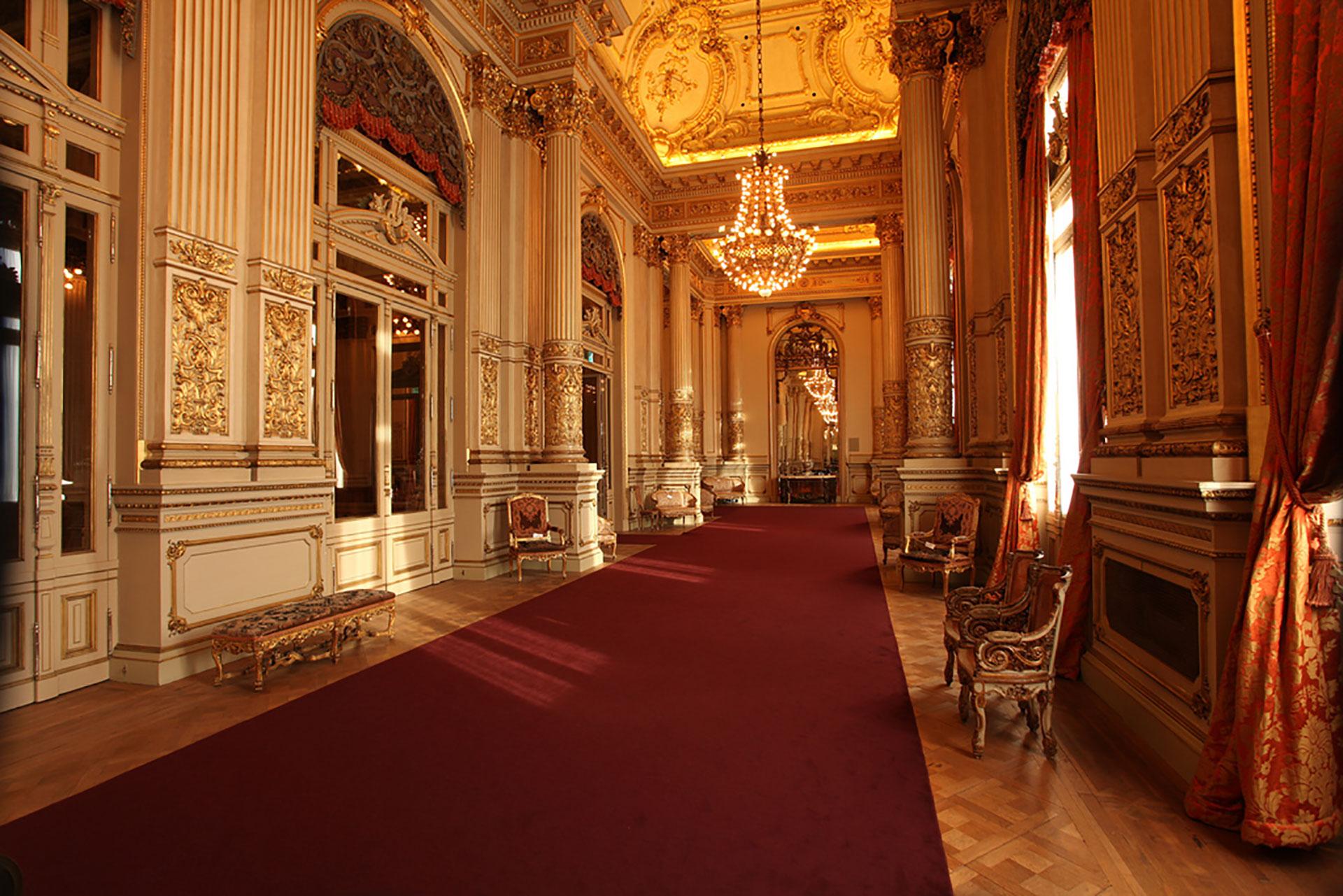El Salón Dorado responde a la estética francesa