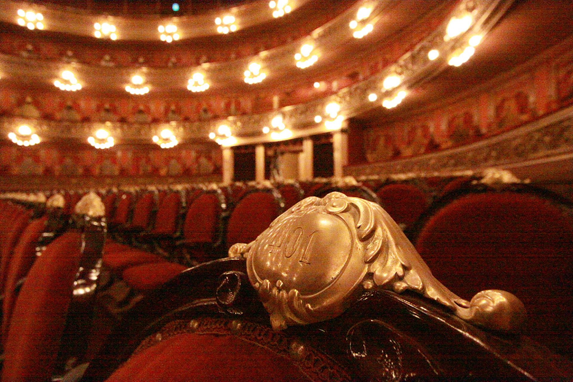 Cada asiento con su numeración en bronce (Foto: GCBA)