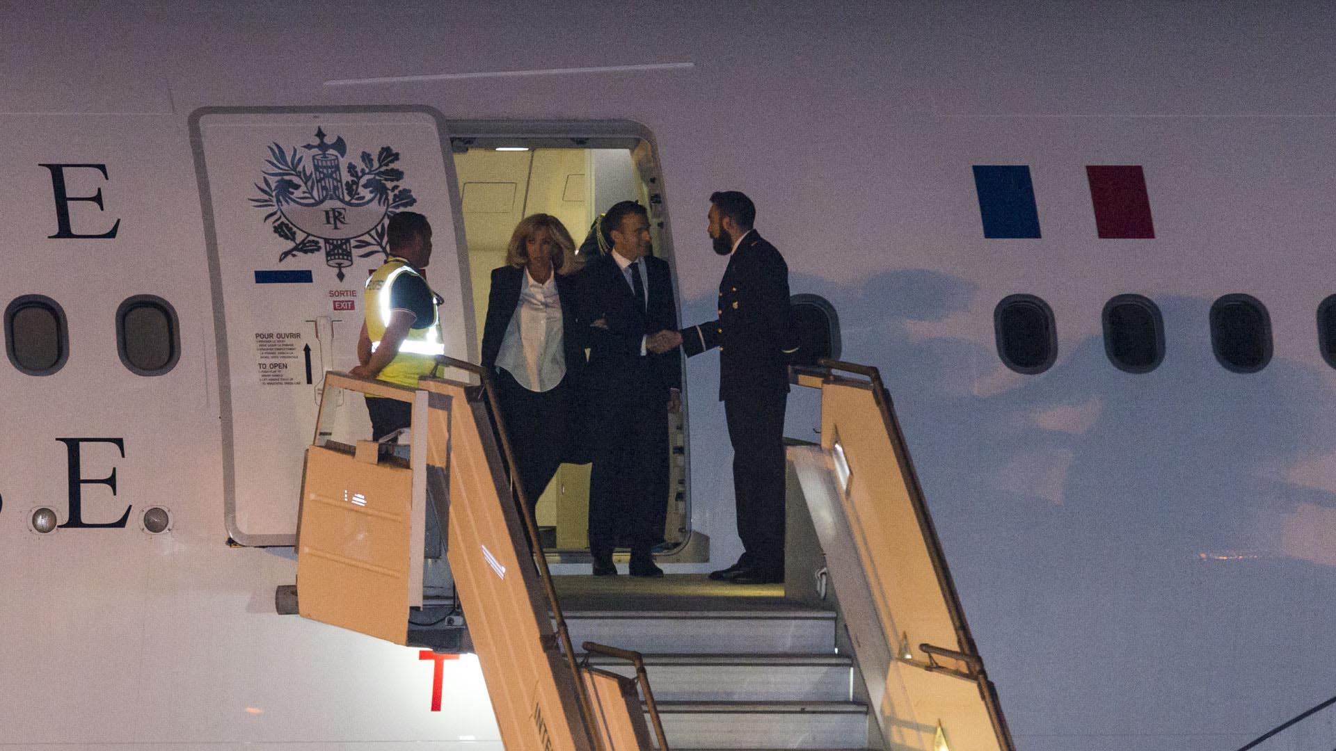 El presidente de Francia Emmanuel Macron llegó el jueves a la noche