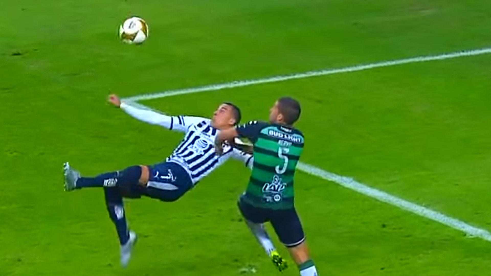 Recientemente el argentino anotó un golazo de chilena con los Rayados de Monterrey (Foto: Archivo)