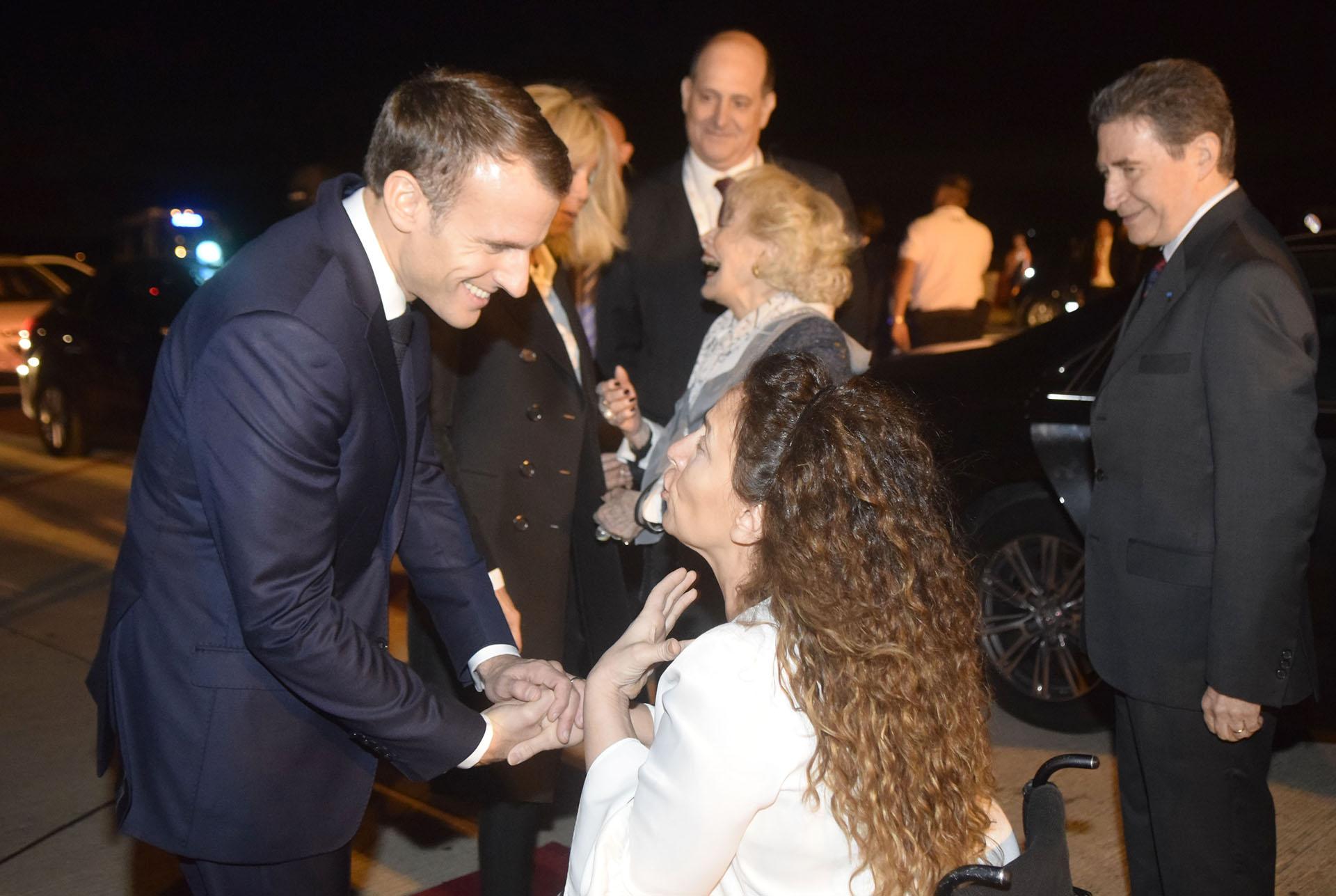Macron y su esposa fueron recibidos por la vicepresidenteGabriela Michetti
