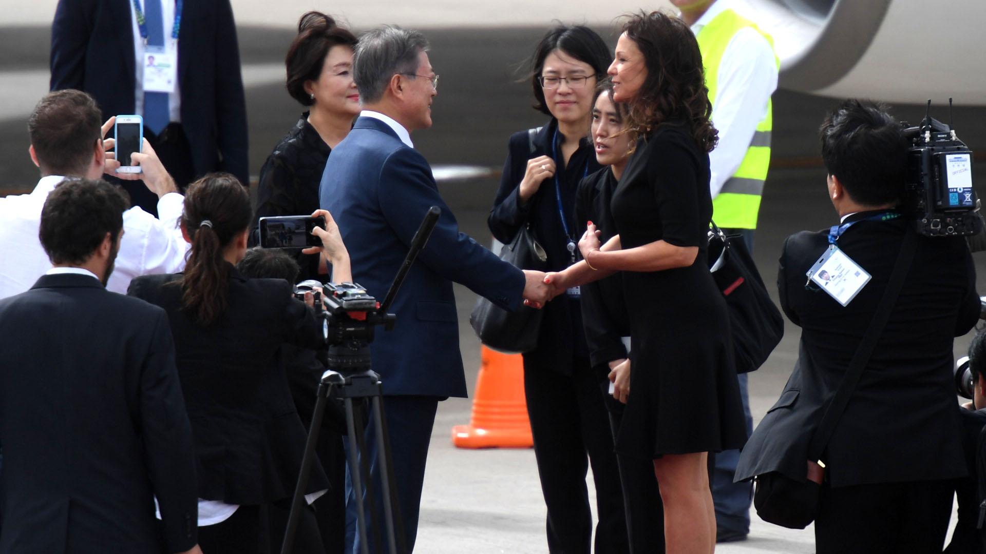 Carolina Stanley, ministra de Desarrollo Social, le dio la bienvenida a Moon Jae-in