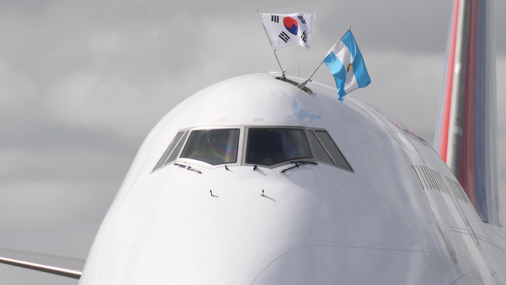 El avión de Moon Jae-in aterrizó pasadas las 9
