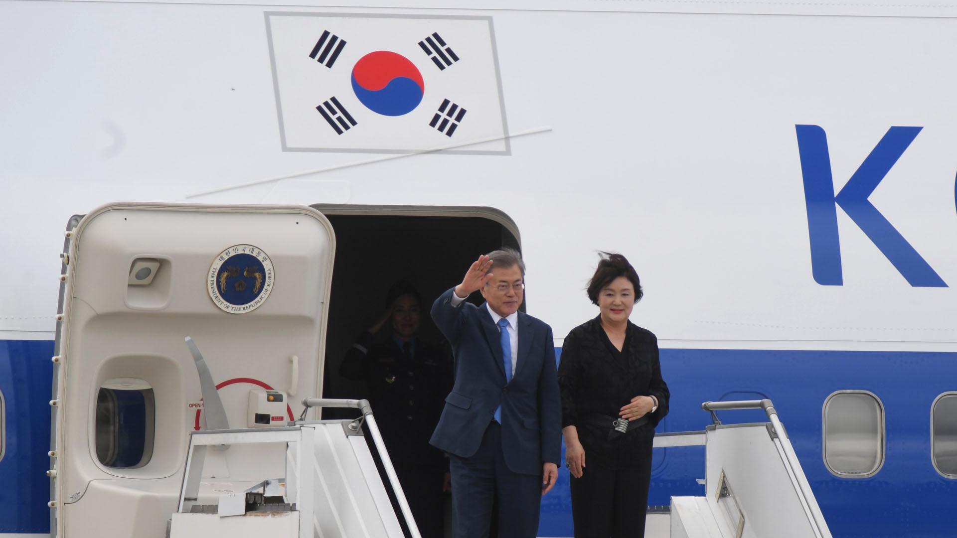El segundo jefe de Estado en aterrizar este jueves en Ezeiza fue el presidente de Corea del Sur, Moon Jae-in