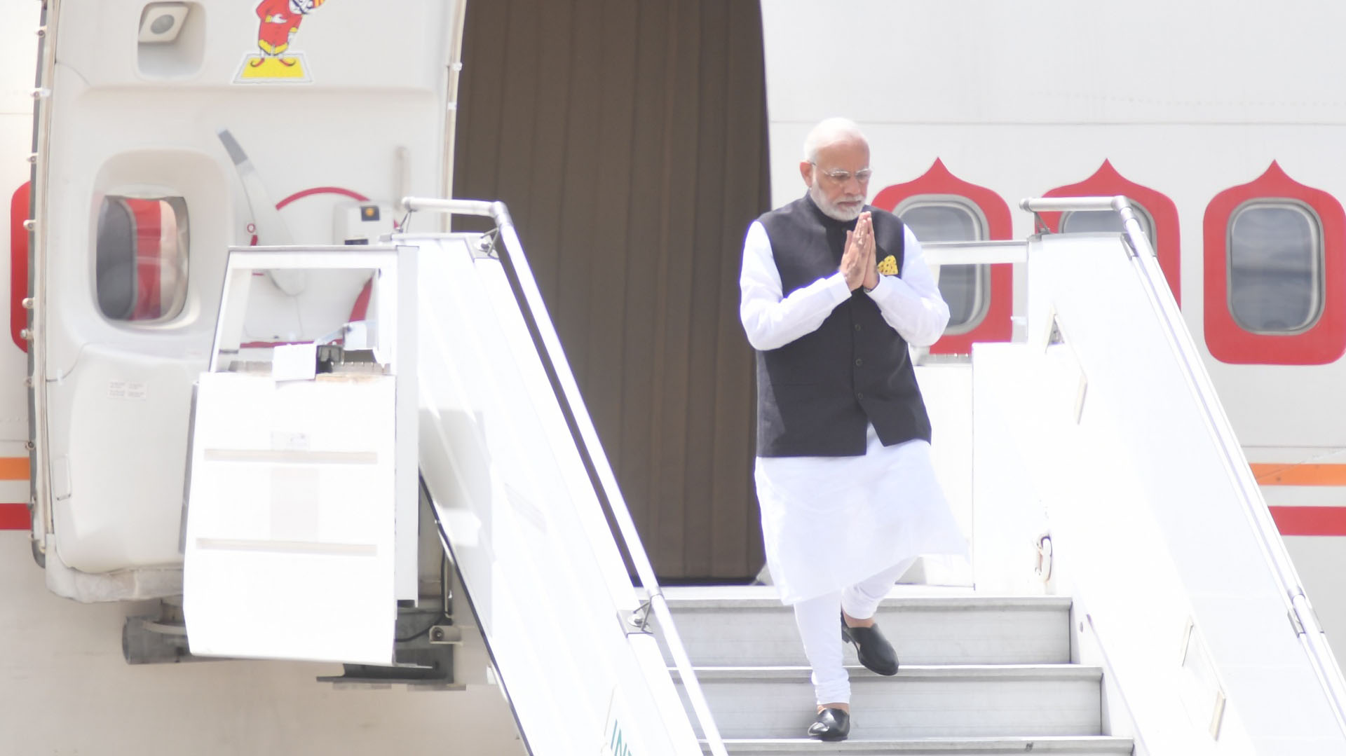 Pasadas las 10:40, Narendra Modi, primer ministro de India, aterrizó en el aeropuerto Internacional de Ezeiza