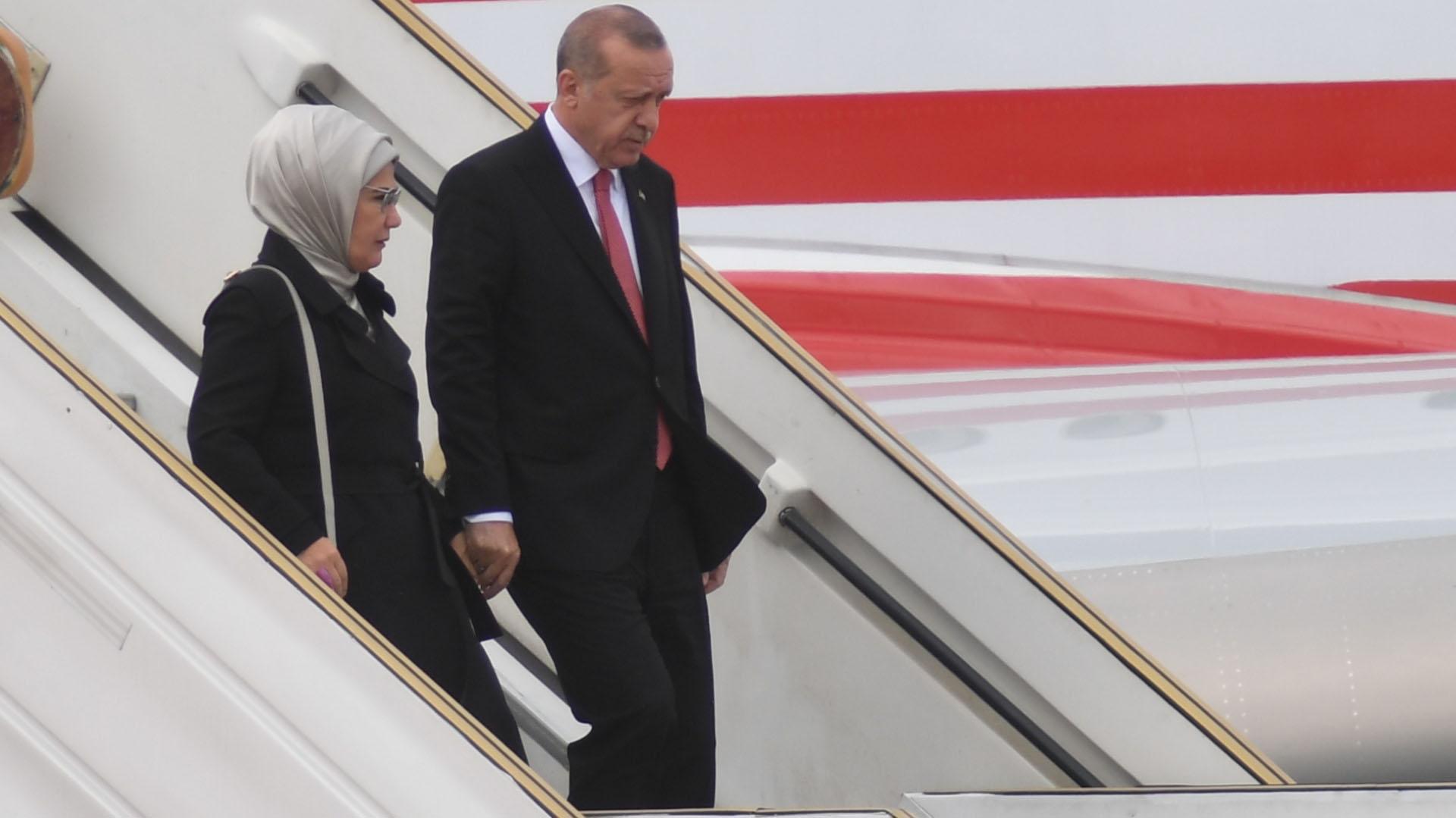 El mandatario llegó acompañado de su esposa, Emine Erdoğan